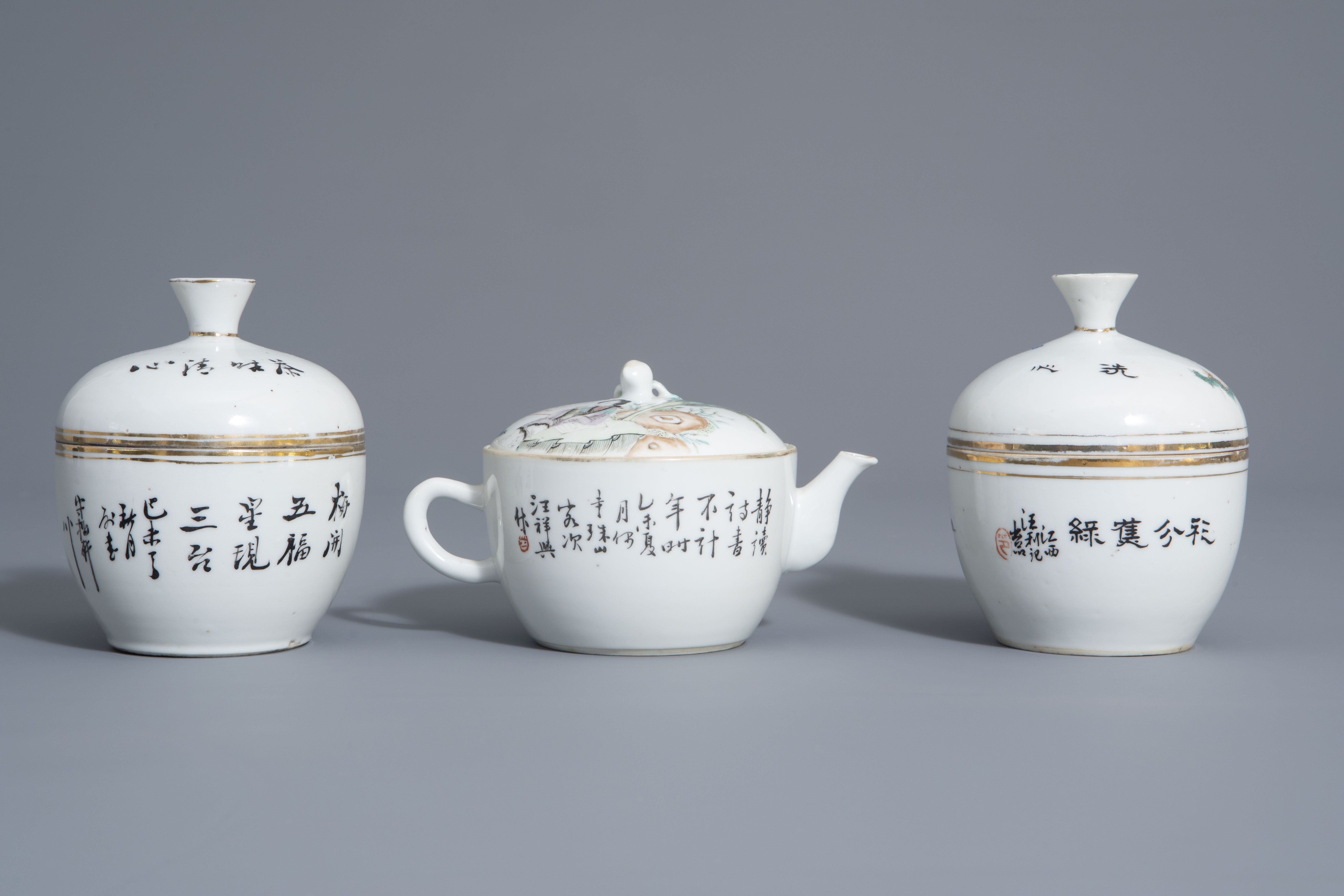 A varied collection of Chinese famille rose and blue and white porcelain, 19th/20th C. - Image 4 of 14