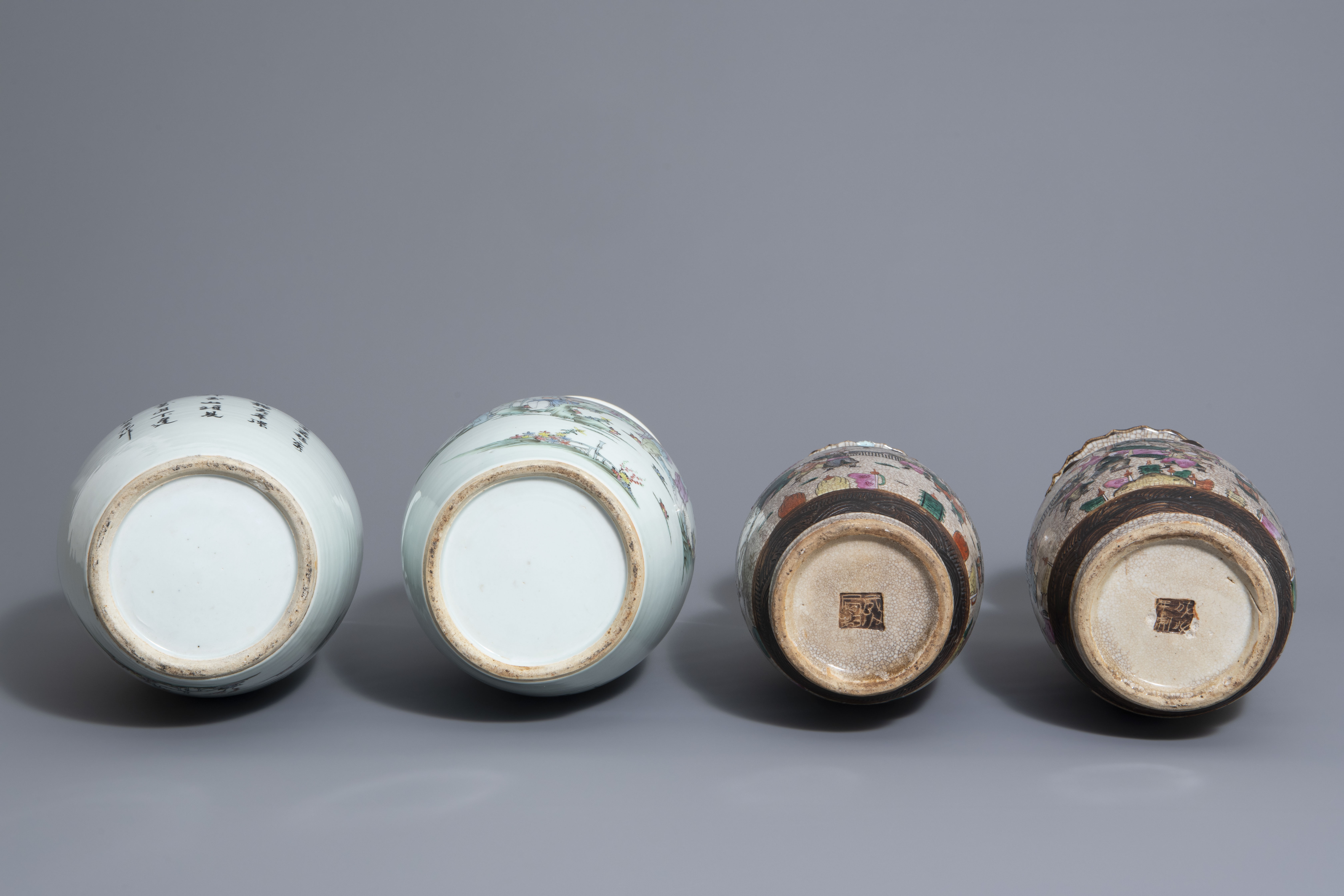 Two pairs of Chinese famille rose and Nanking crackle glazed vases, 19th/20th C. - Image 7 of 7