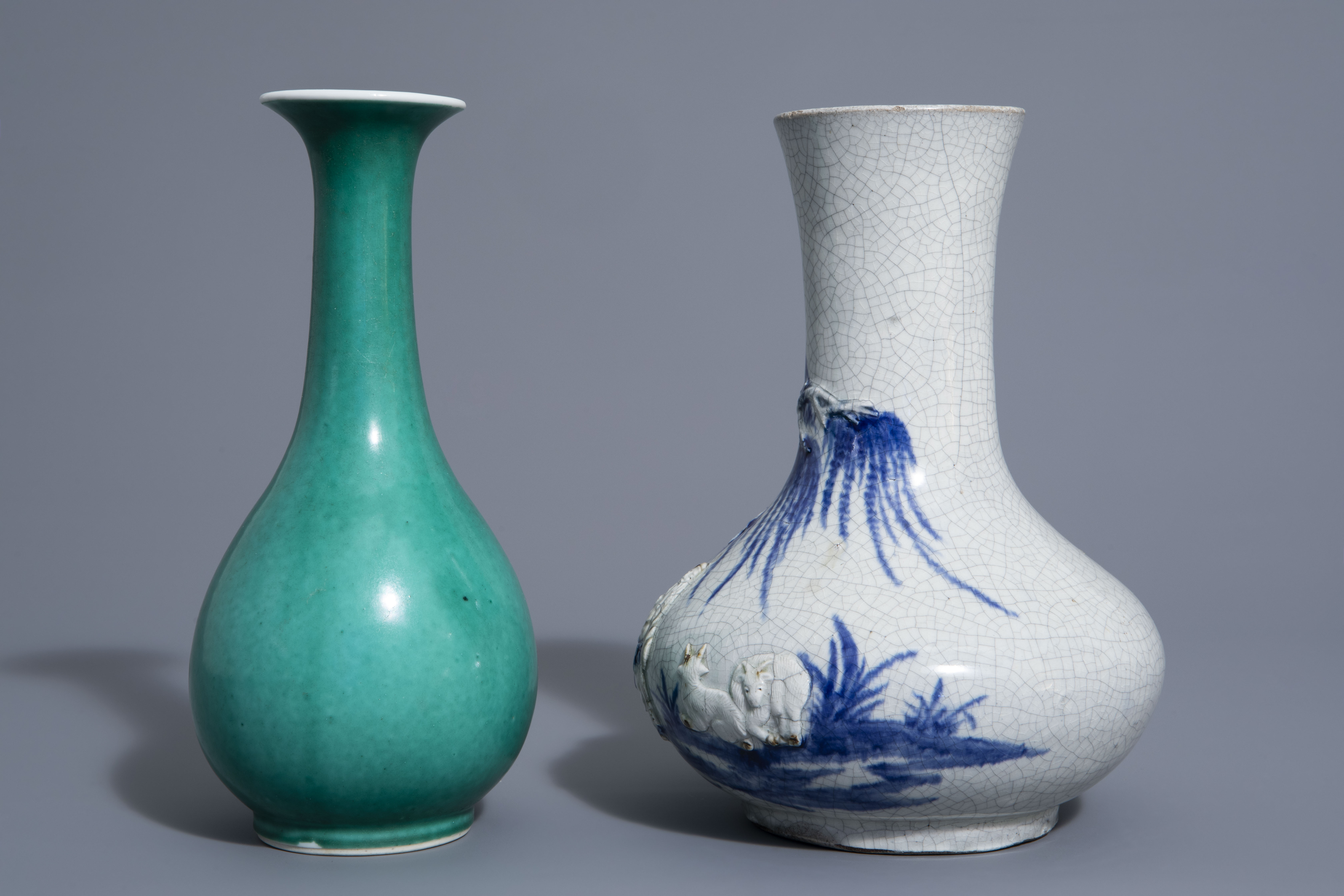 A Chinese blue & white crackle glazed vase, a monochrome green vase and a brushwasher, 19th/20th C. - Image 5 of 13