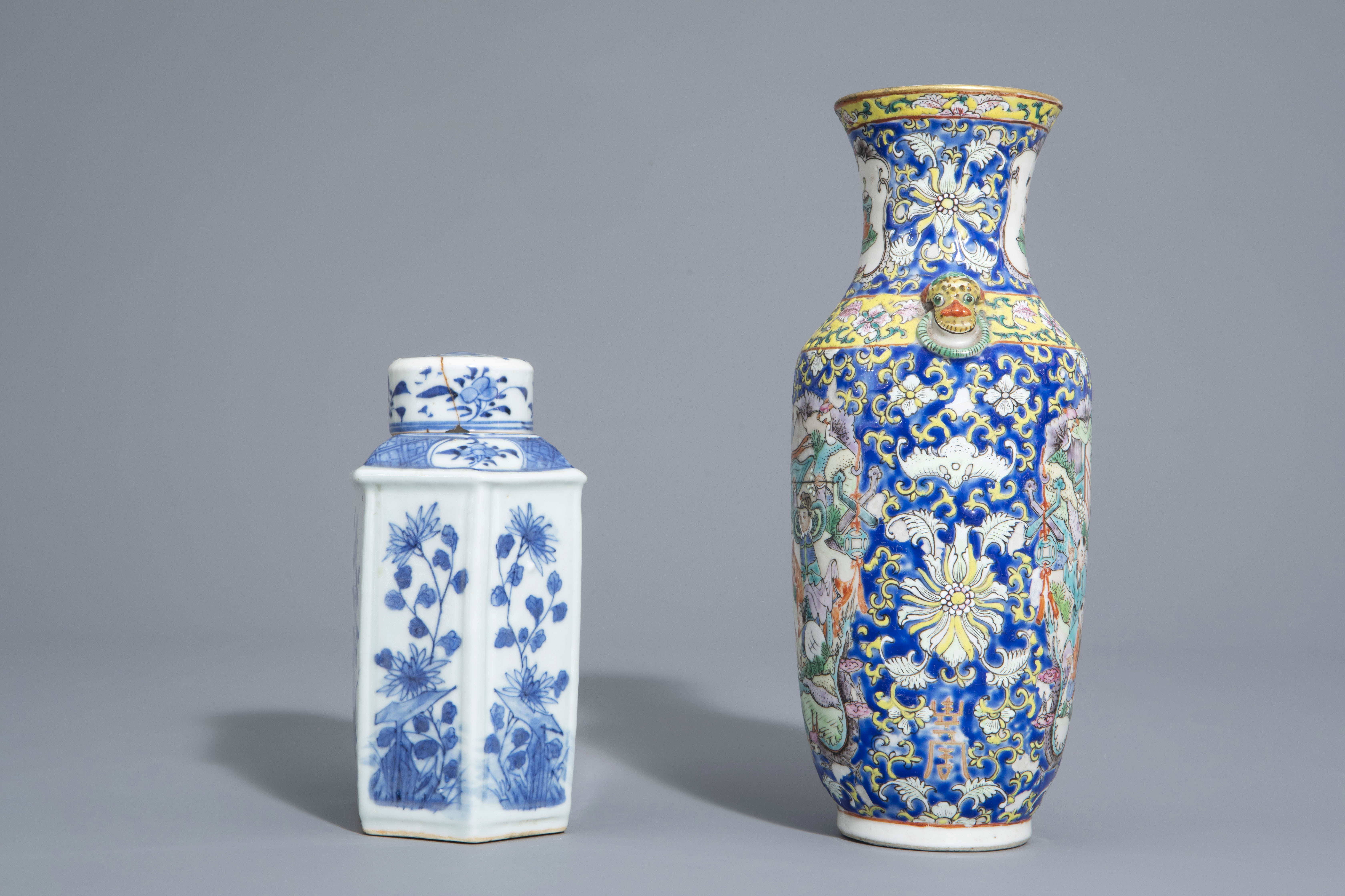 A varied collection of Chinese blue and white and famille rose porcelain, 19th/20th C. - Image 5 of 15