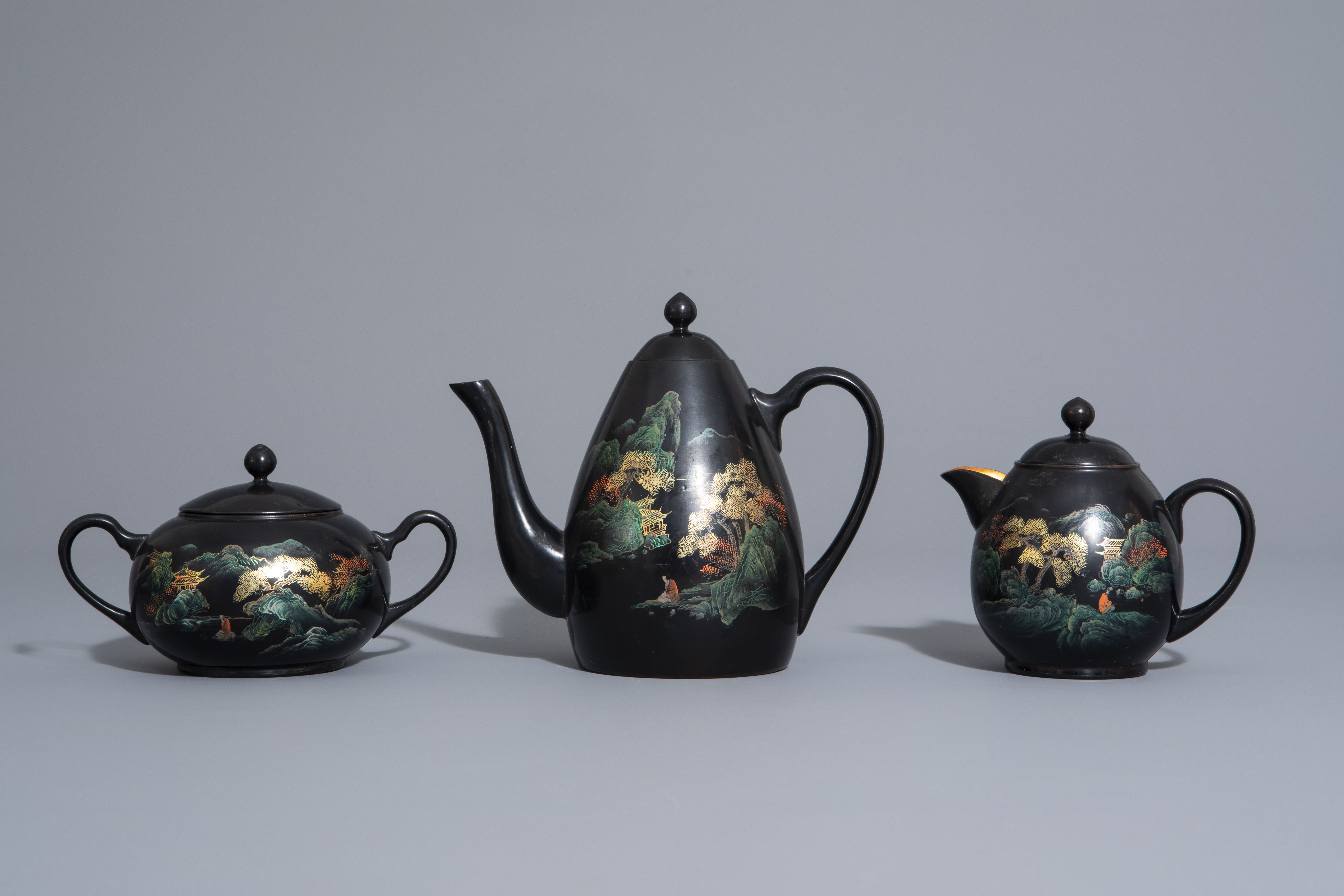 An extensive Chinese Foochow lacquer Shen Shao'an style coffee and tea service, 20th C. - Image 4 of 23