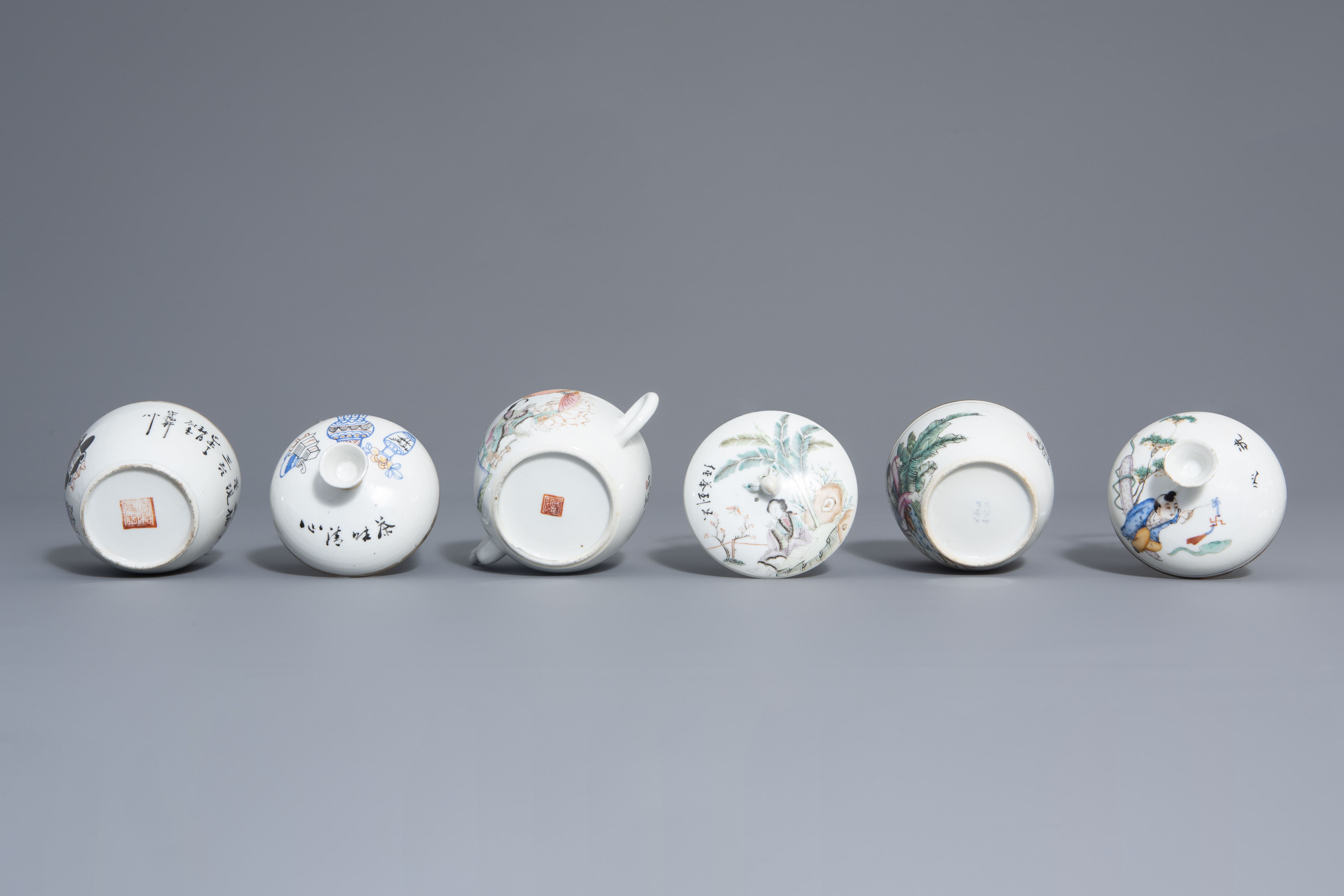 A varied collection of Chinese famille rose and blue and white porcelain, 19th/20th C. - Image 7 of 14