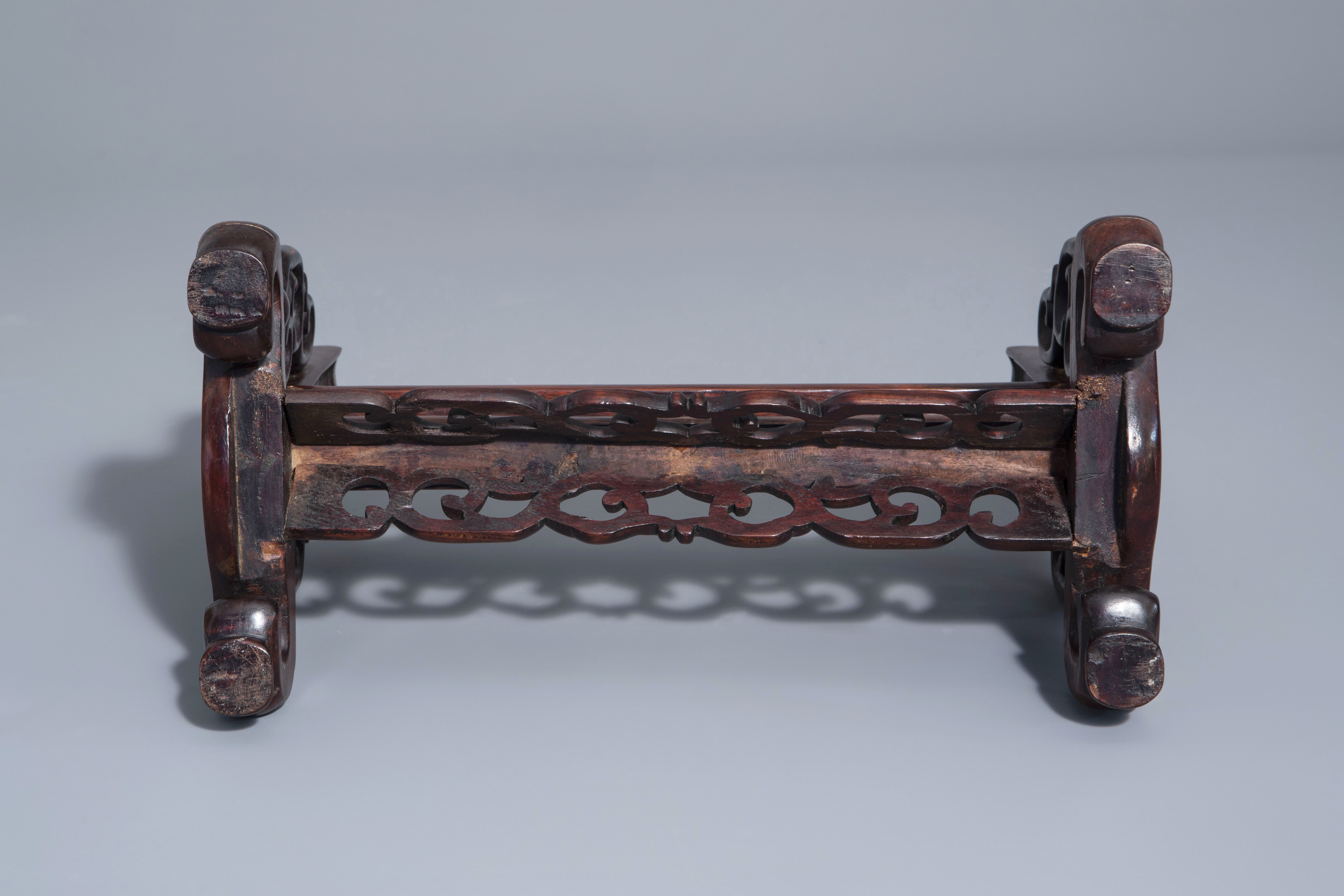 A Chinese wooden table screen with a famille rose plaque with the three star gods, 19th C. - Image 6 of 7