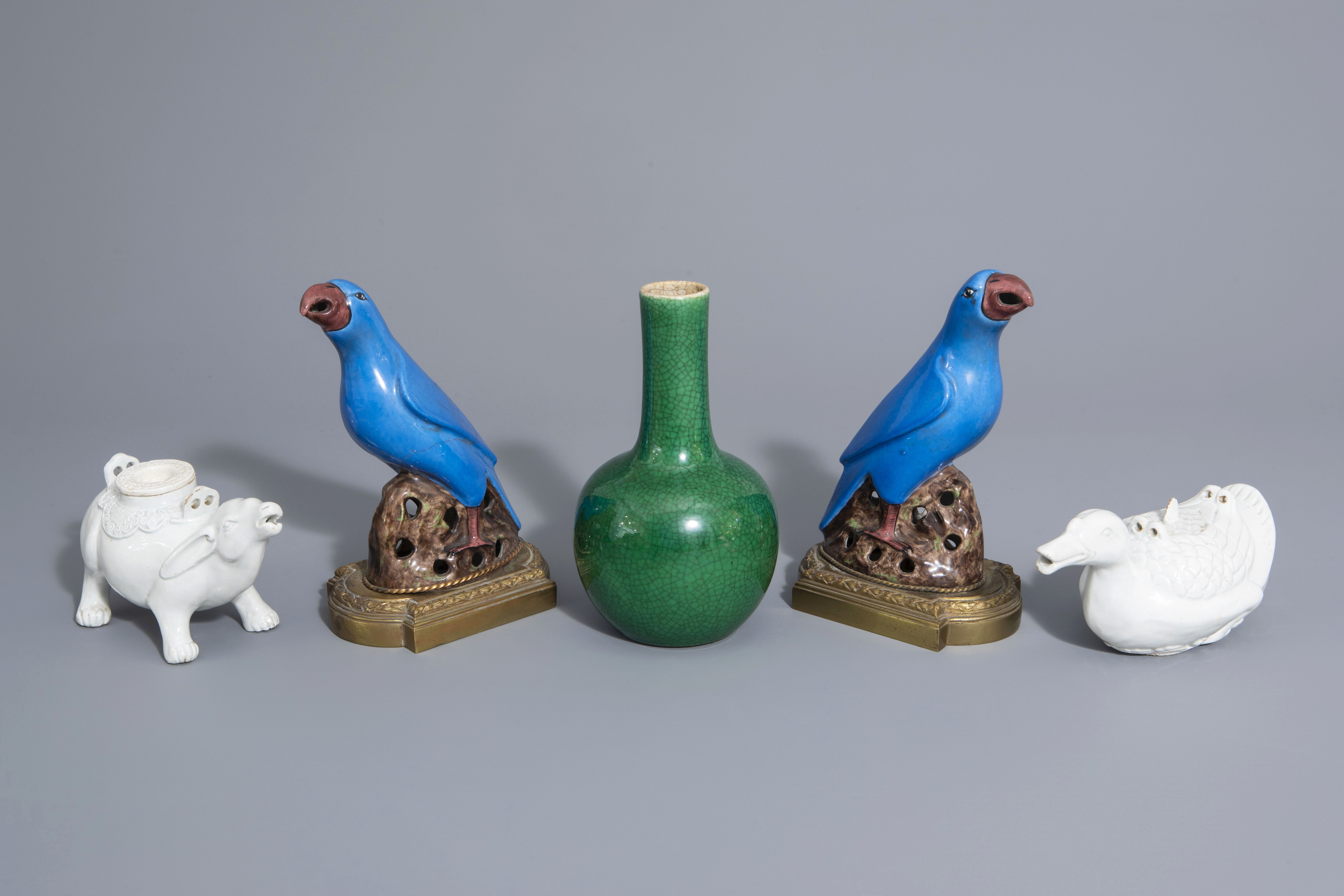 A Chinese monochrome green vase, 2 blanc de Chine teapots & a pair of polychrome birds, 19th/20th C