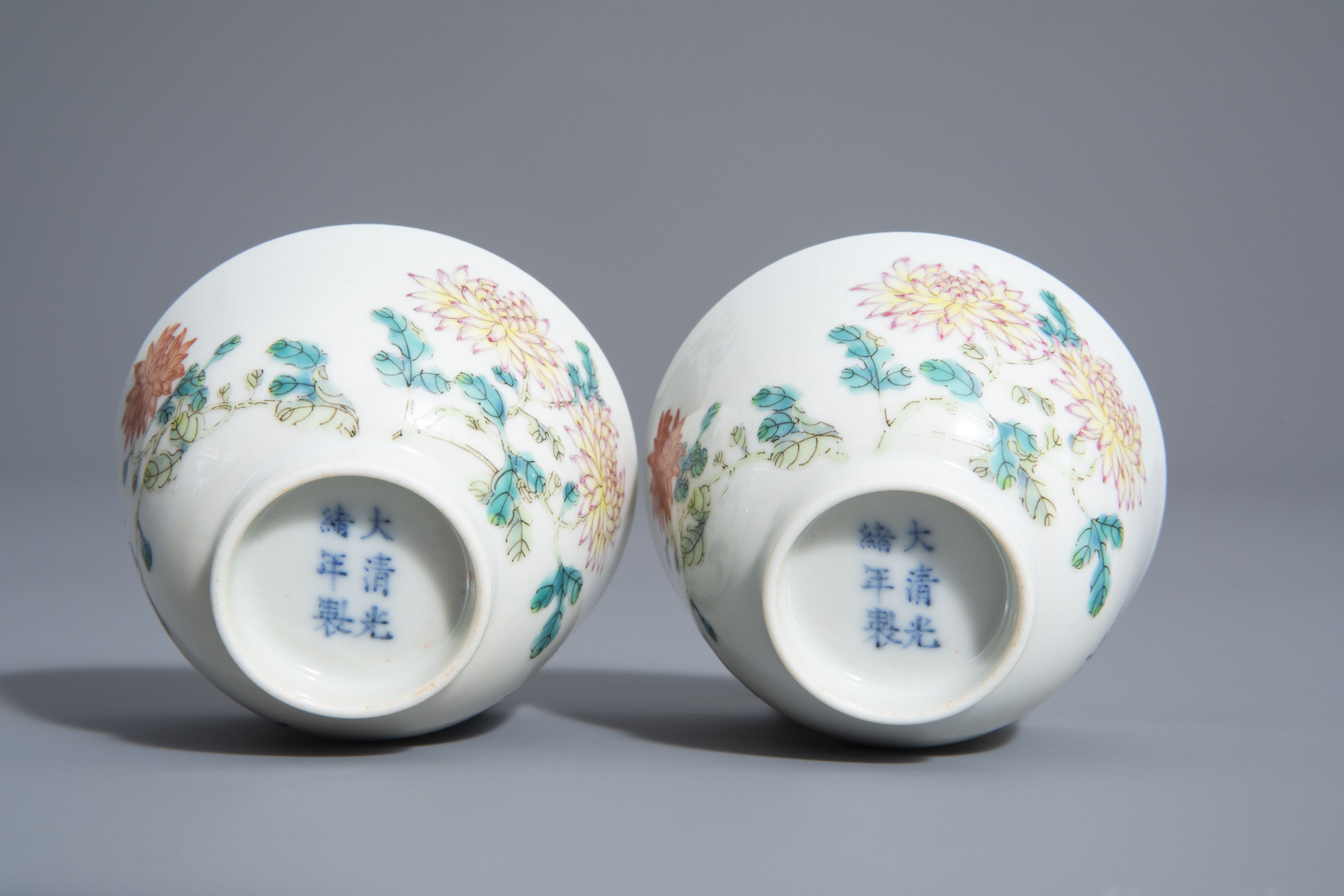A pair of Chinese famille rose 'floral' cups, Guangxu mark, 19th/20th C. - Image 6 of 8