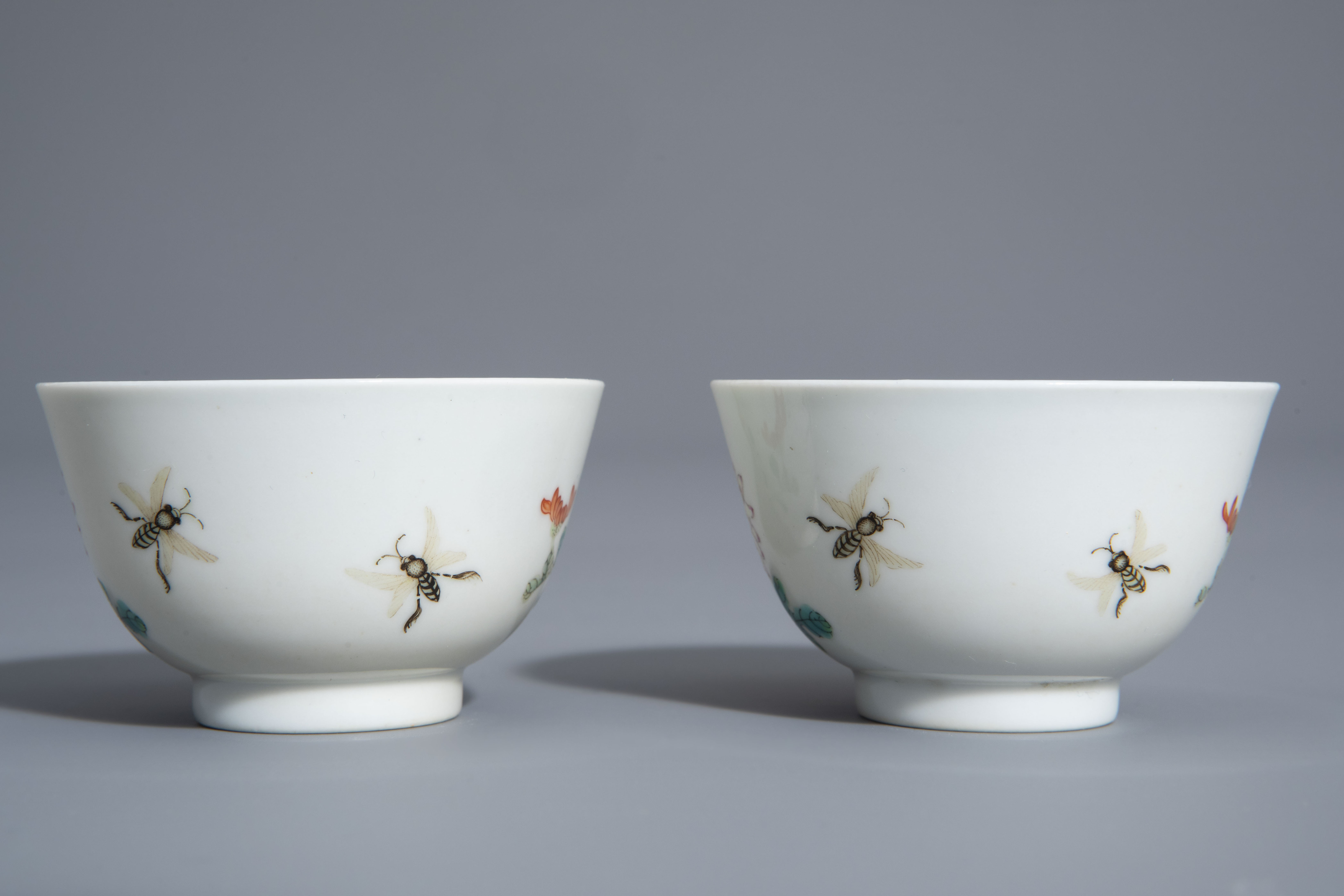 A pair of Chinese famille rose 'floral' cups, Guangxu mark, 19th/20th C. - Image 5 of 8