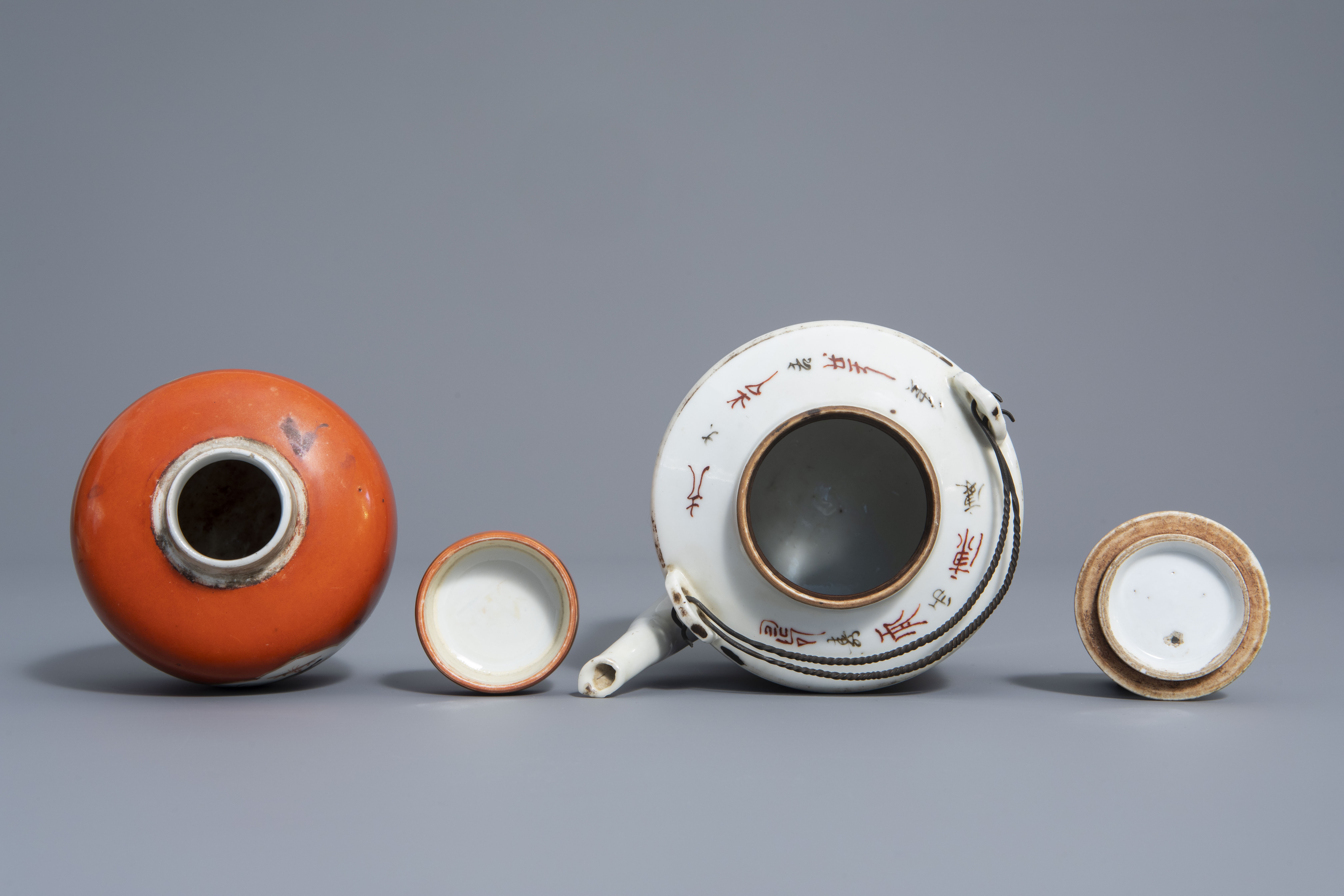 A varied collection of Chinese qianjiang cai and famille rose porcelain, 19th/20th C. - Image 10 of 11