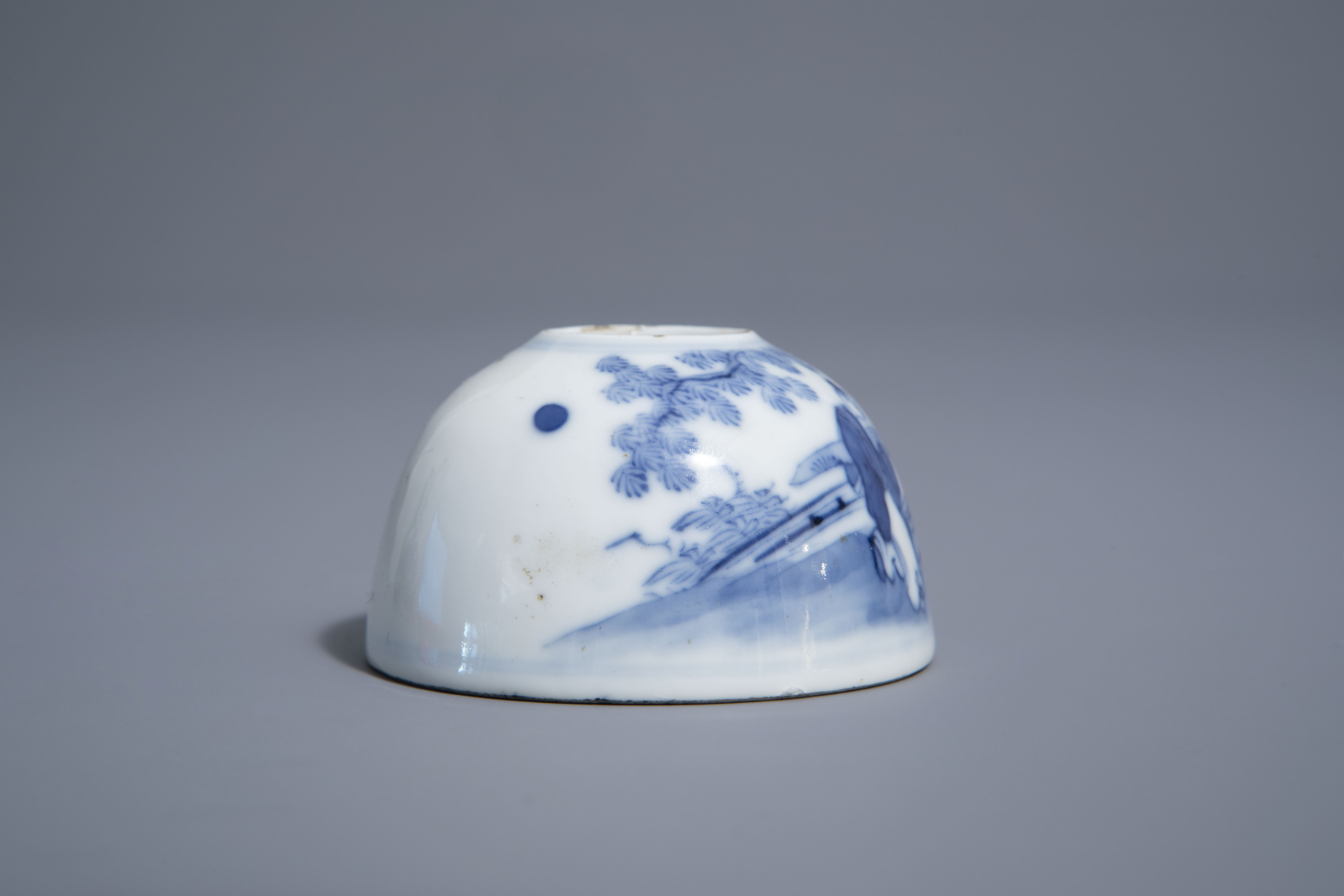 A Chinese blue & white crackle glazed vase, a monochrome green vase and a brushwasher, 19th/20th C. - Image 9 of 13