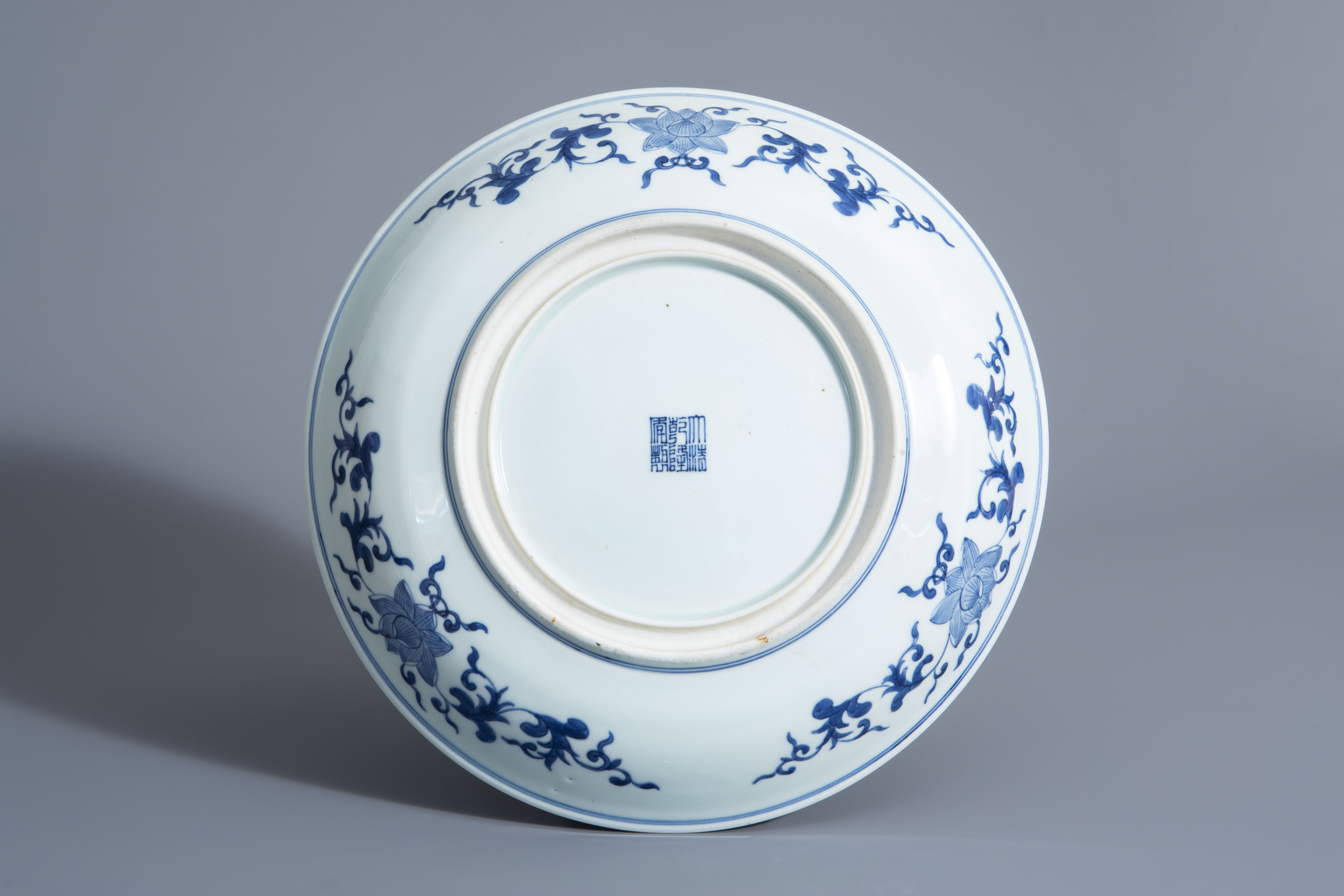 A Chinese blue and white 'Romance of the Western Chamber' charger, Qianlong mark, Republic, 20th C. - Image 2 of 2