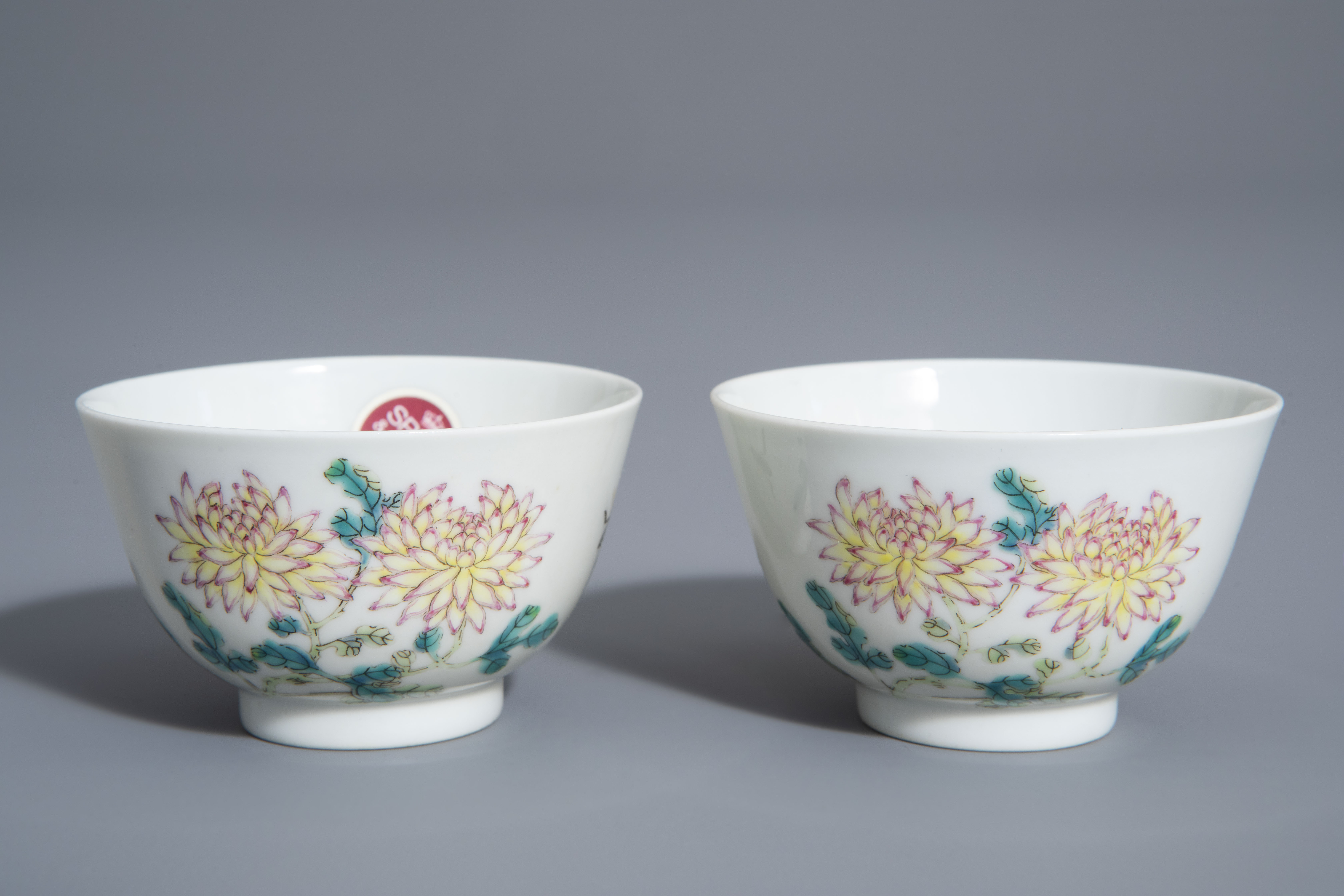 A pair of Chinese famille rose 'floral' cups, Guangxu mark, 19th/20th C.
