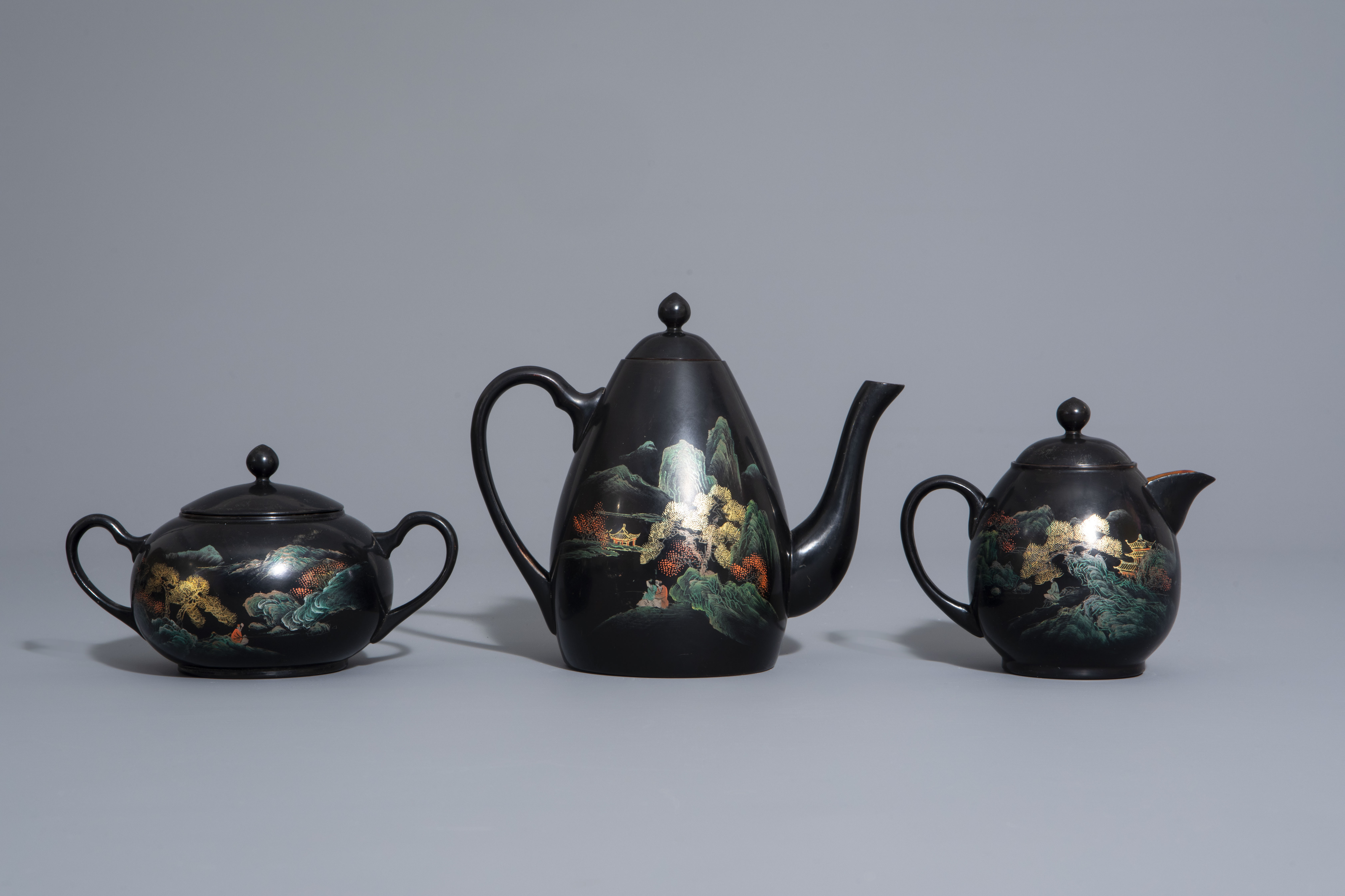 An extensive Chinese Foochow lacquer Shen Shao'an style coffee and tea service, 20th C. - Image 2 of 23