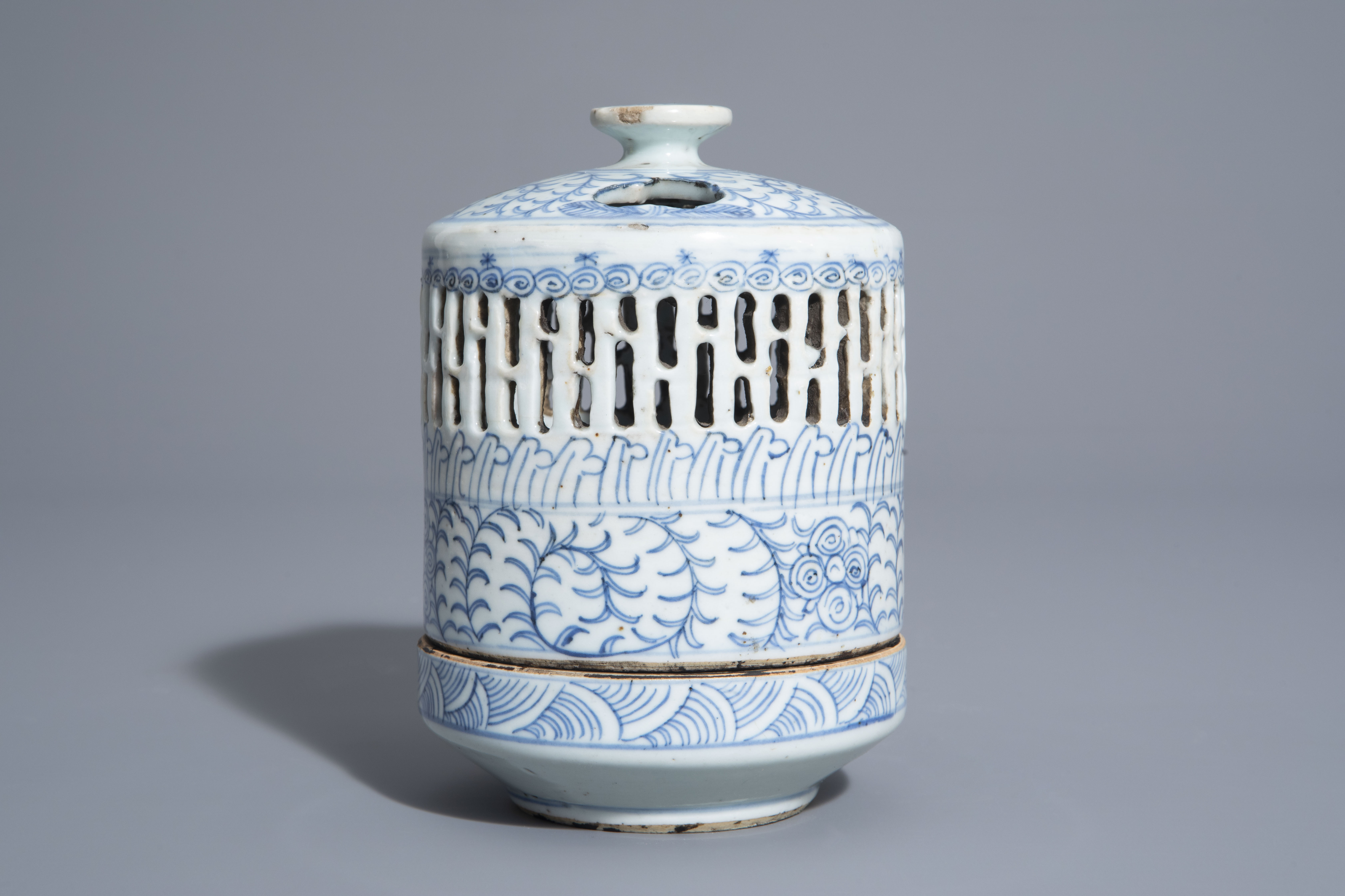 A Chinese blue and white charger and a Peranakan or Straits market night light, Kangxi and 19th C. - Image 6 of 9