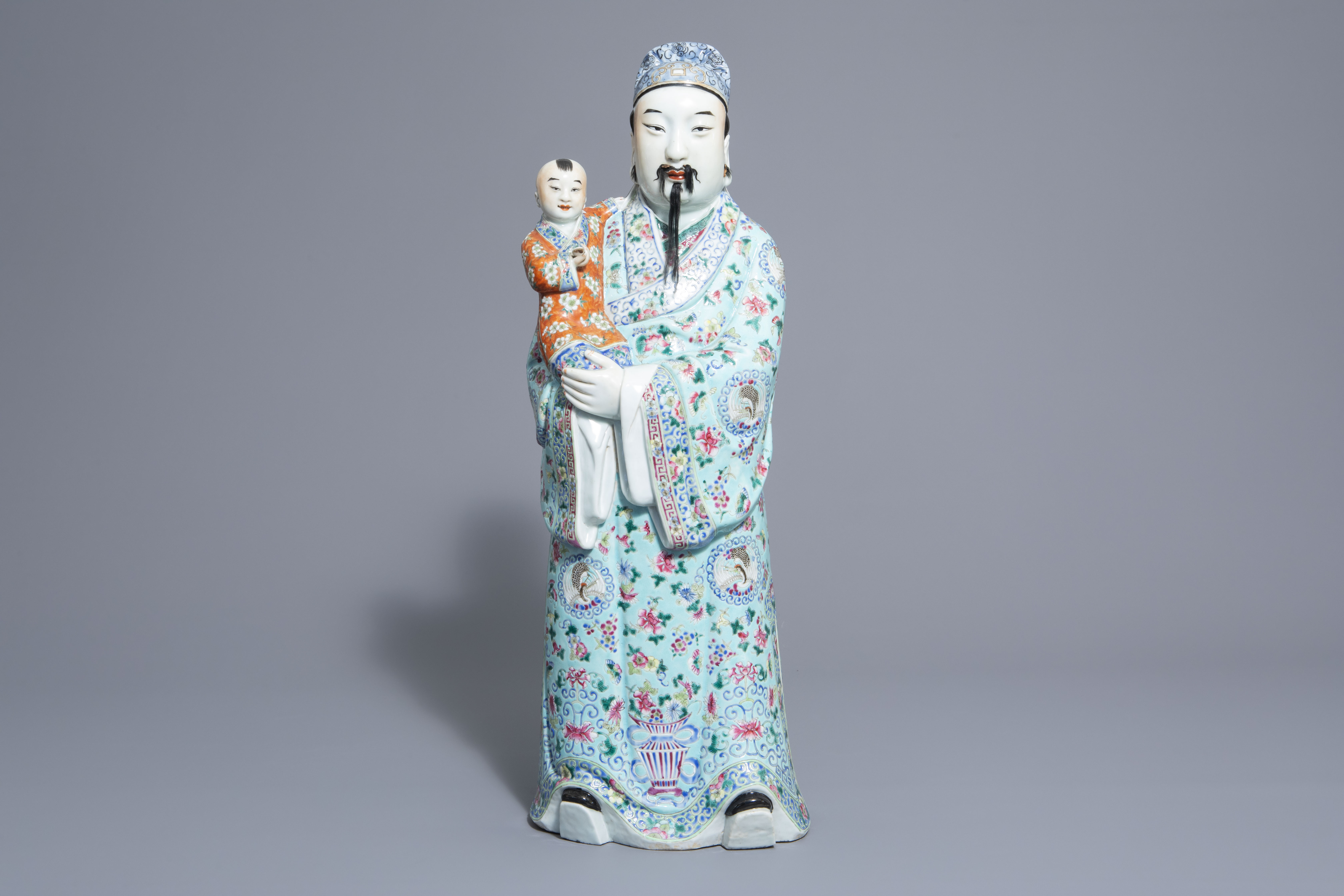 A Chinese famille rose Fu Xing figure, 19th/20th C. - Image 2 of 8