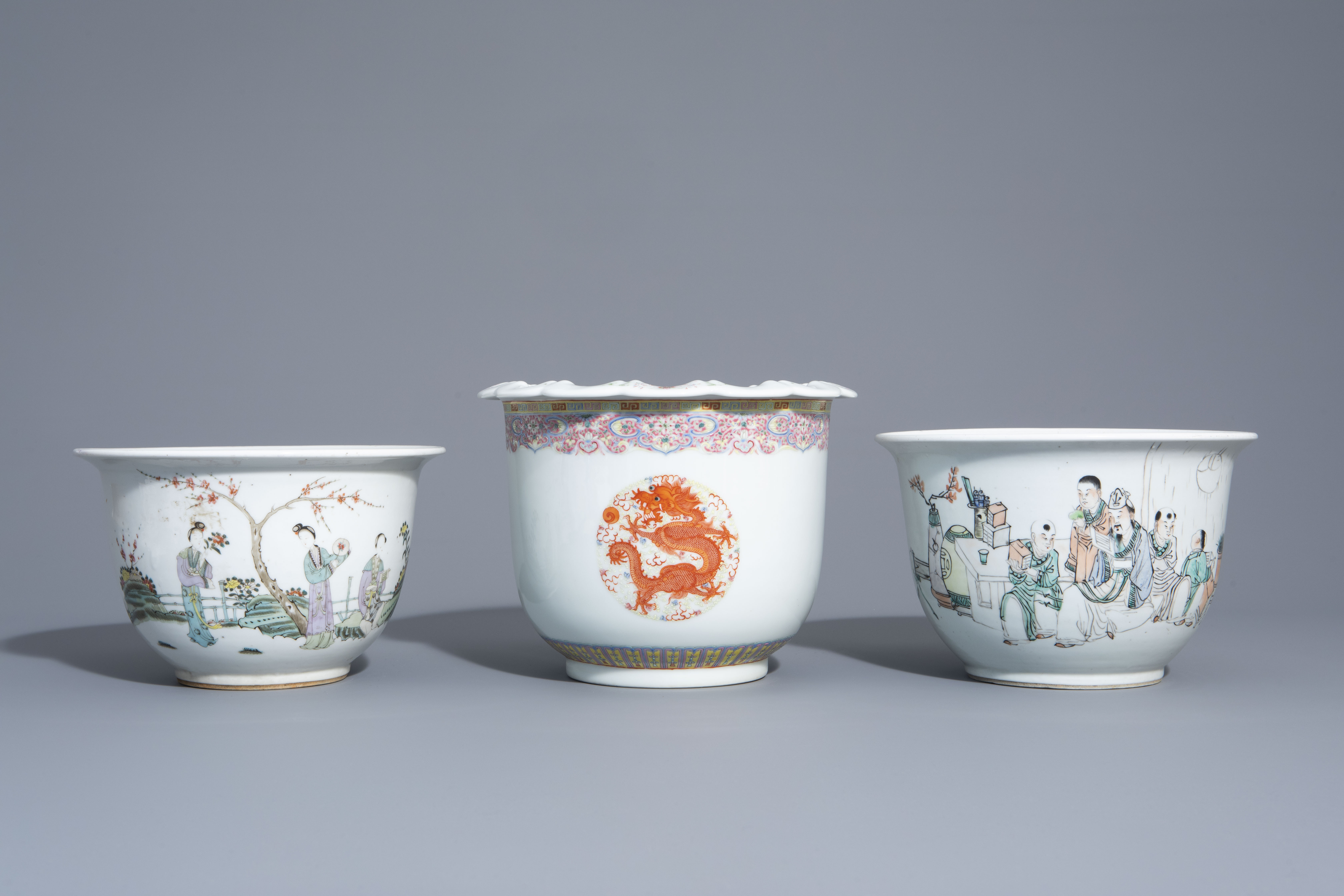Three Chinese famille rose and qianjiang cai jardinires with different designs, 19th/20th C. - Image 2 of 7
