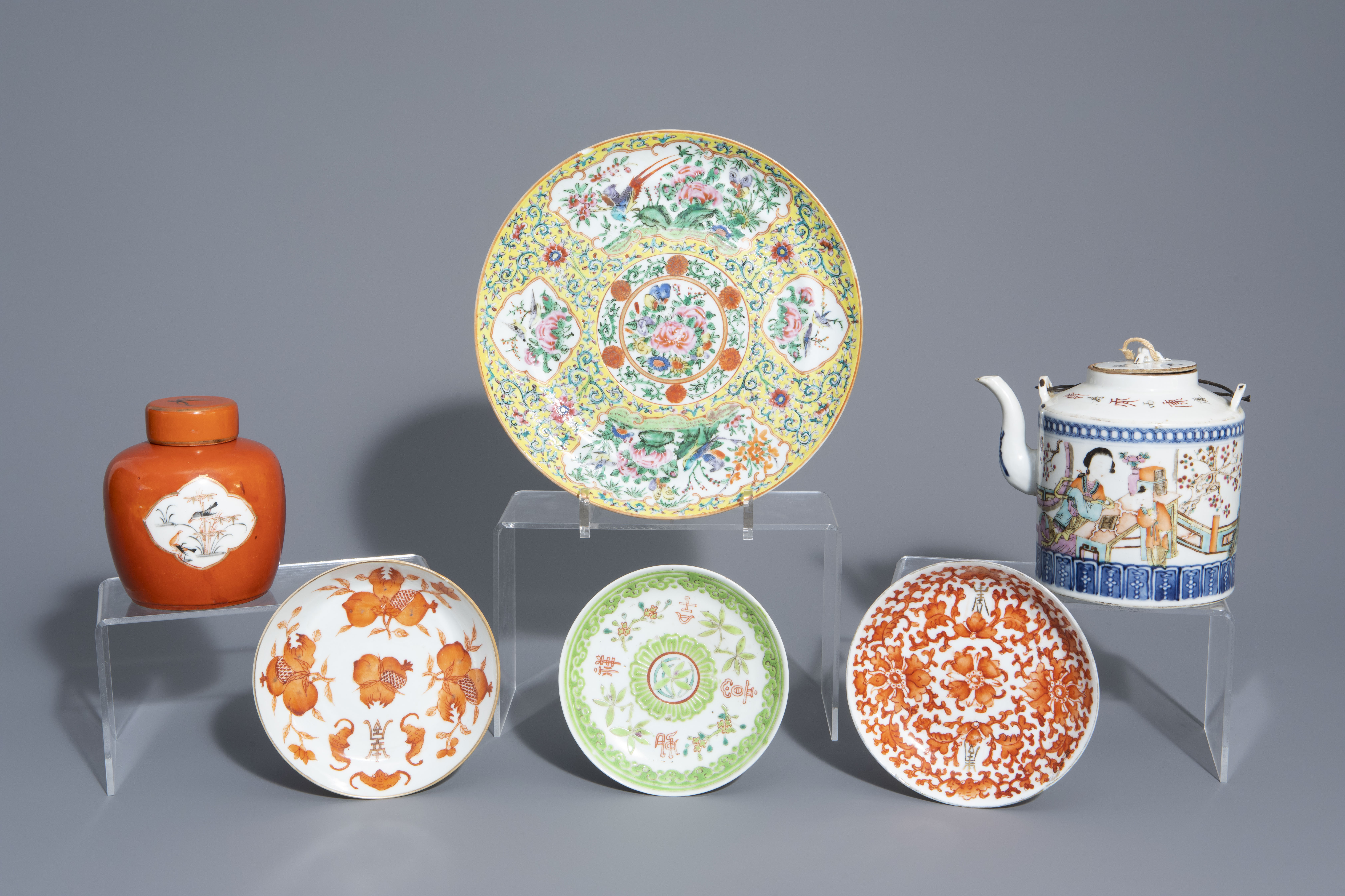 A varied collection of Chinese qianjiang cai and famille rose porcelain, 19th/20th C.