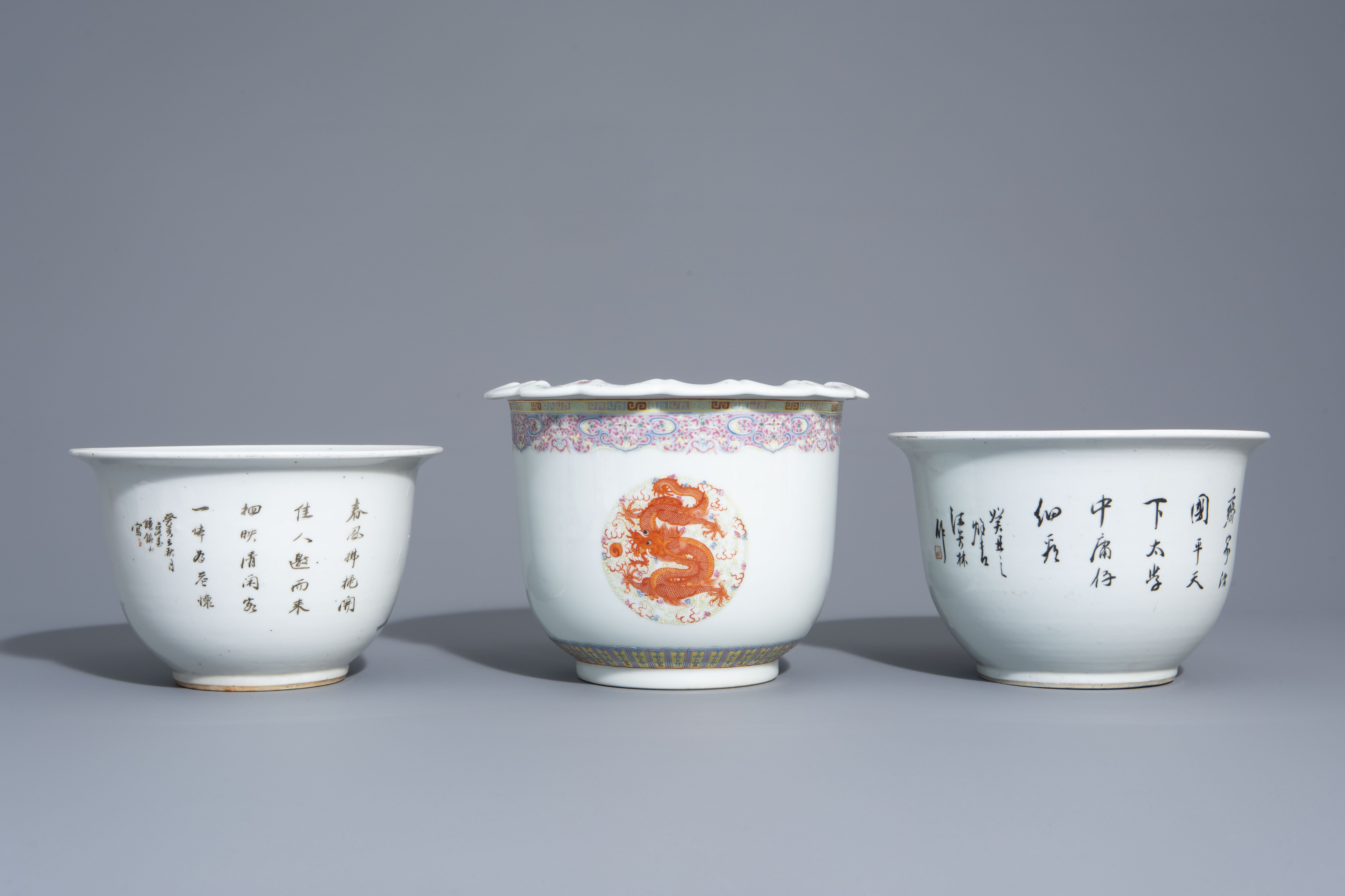Three Chinese famille rose and qianjiang cai jardinires with different designs, 19th/20th C. - Image 4 of 7