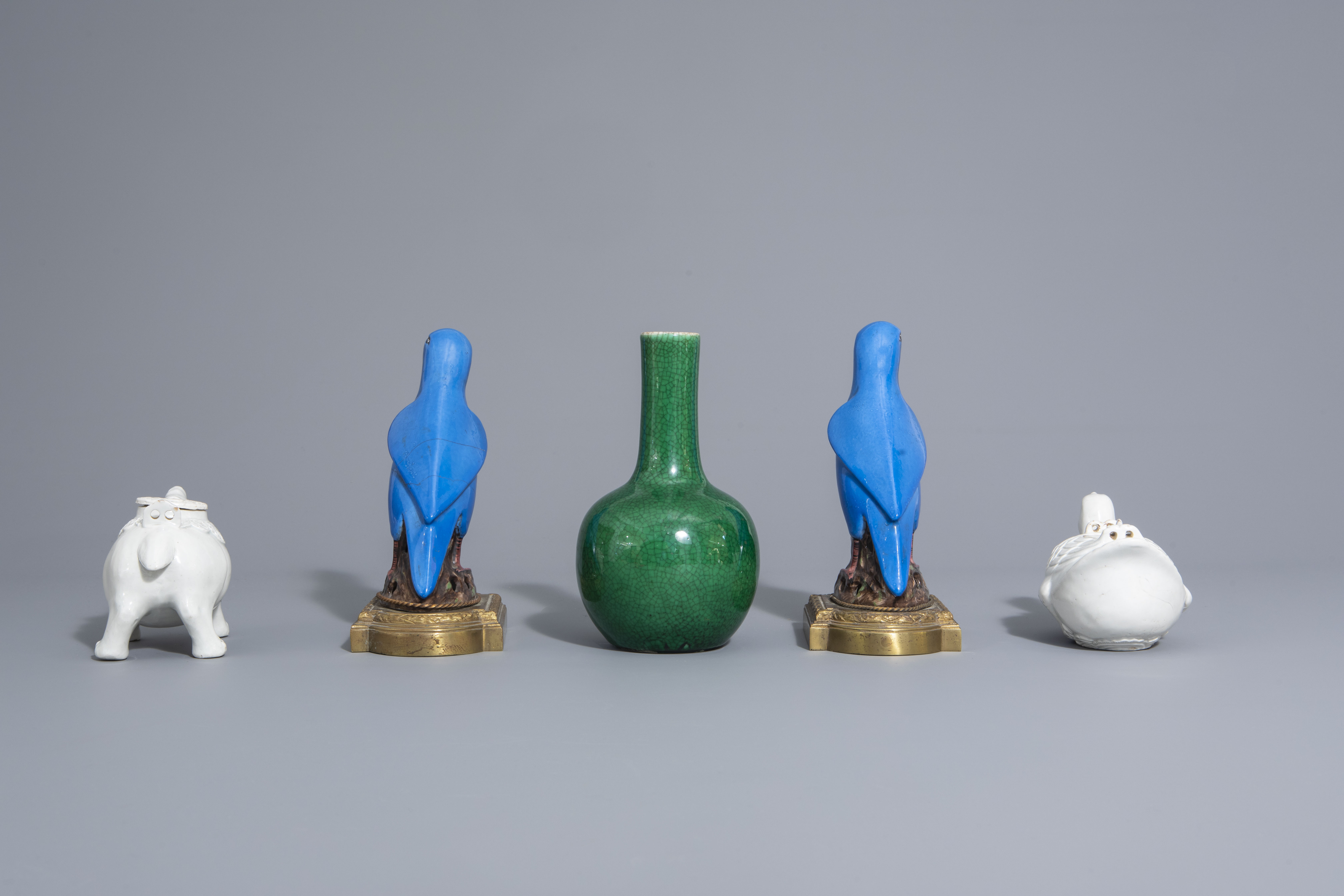 A Chinese monochrome green vase, 2 blanc de Chine teapots & a pair of polychrome birds, 19th/20th C - Image 3 of 7