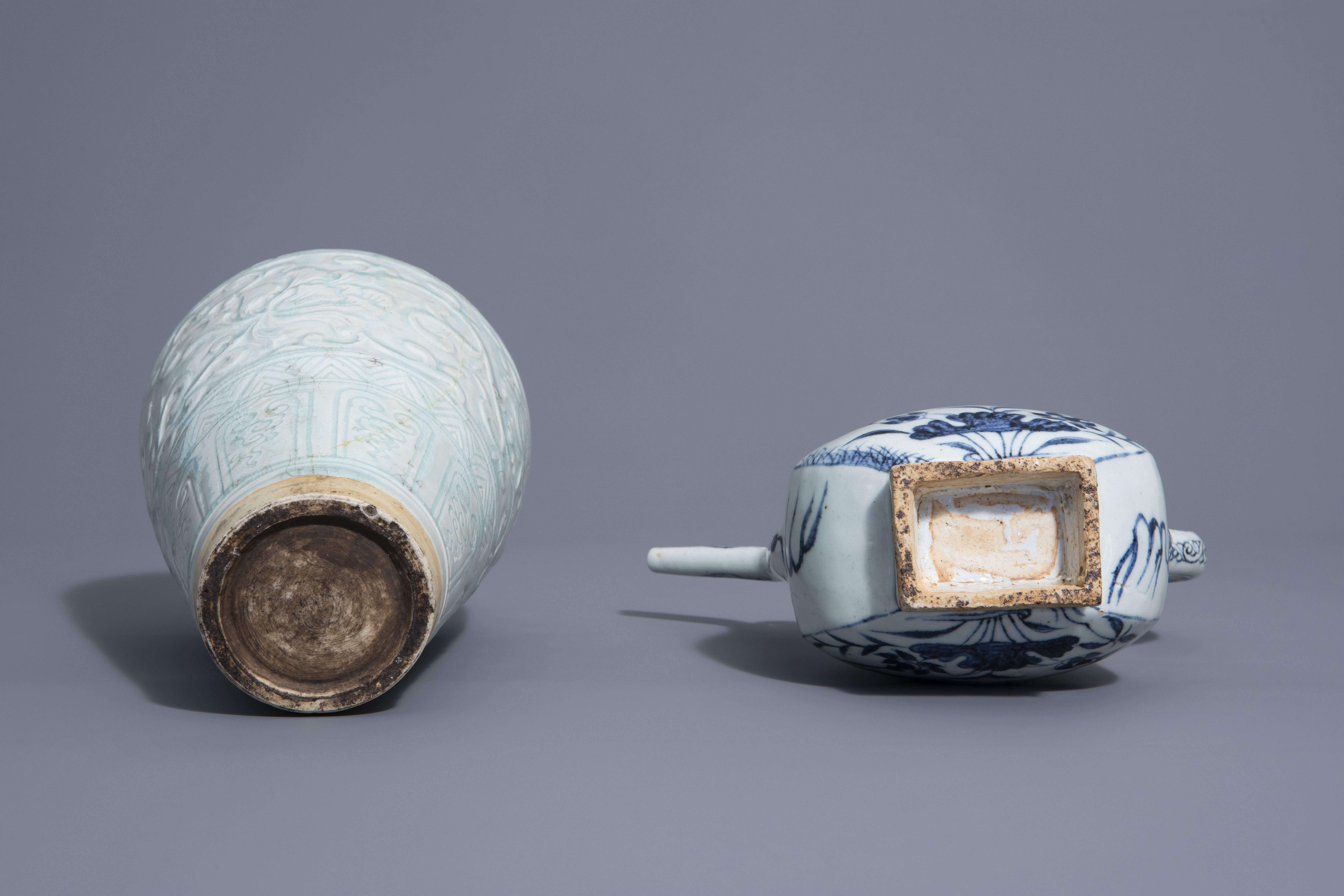 A Chinese blue and white jug and a qingbai vase in Yuan style, 19th/20th C. - Image 6 of 6