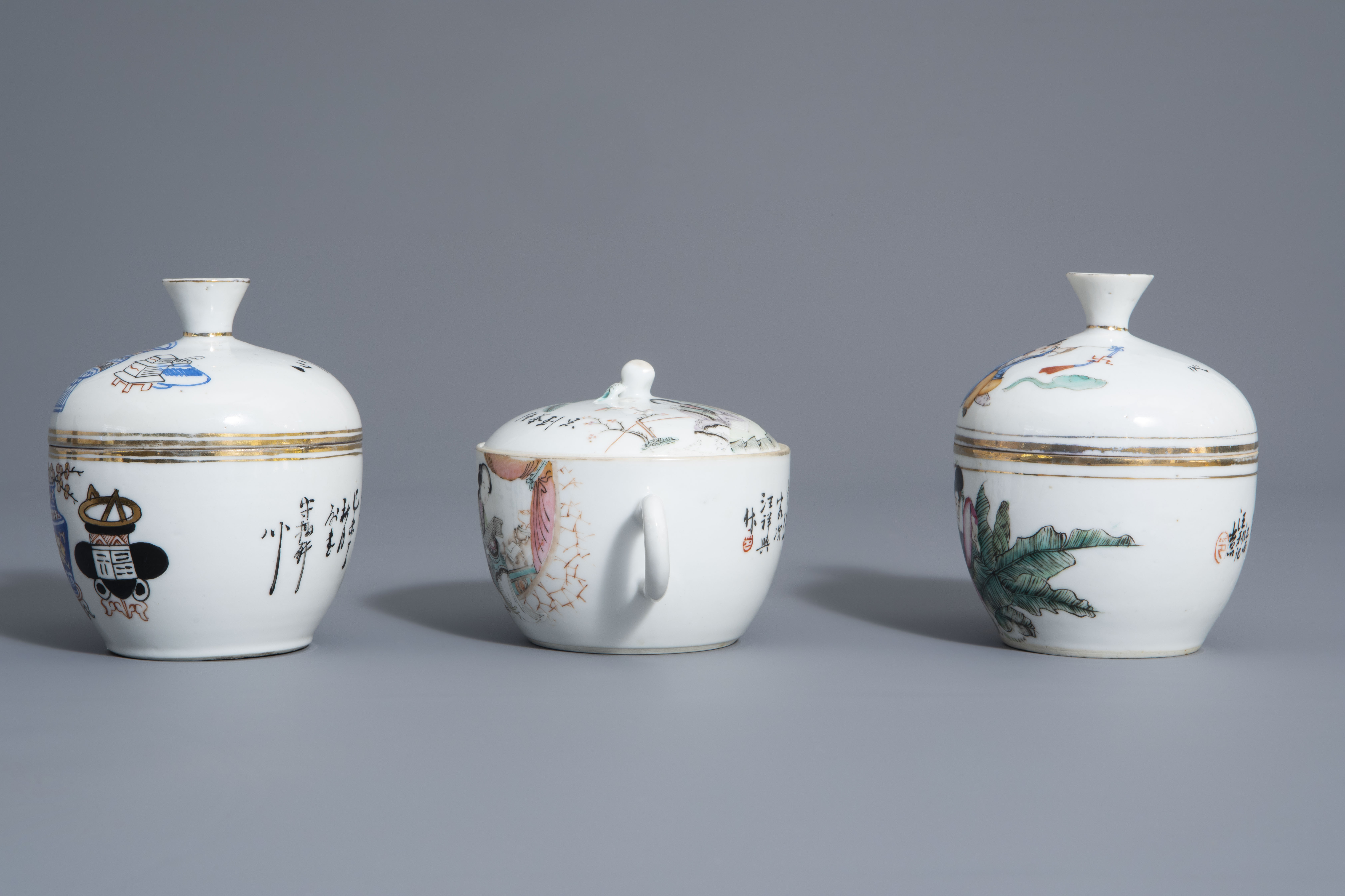 A varied collection of Chinese famille rose and blue and white porcelain, 19th/20th C. - Image 5 of 14