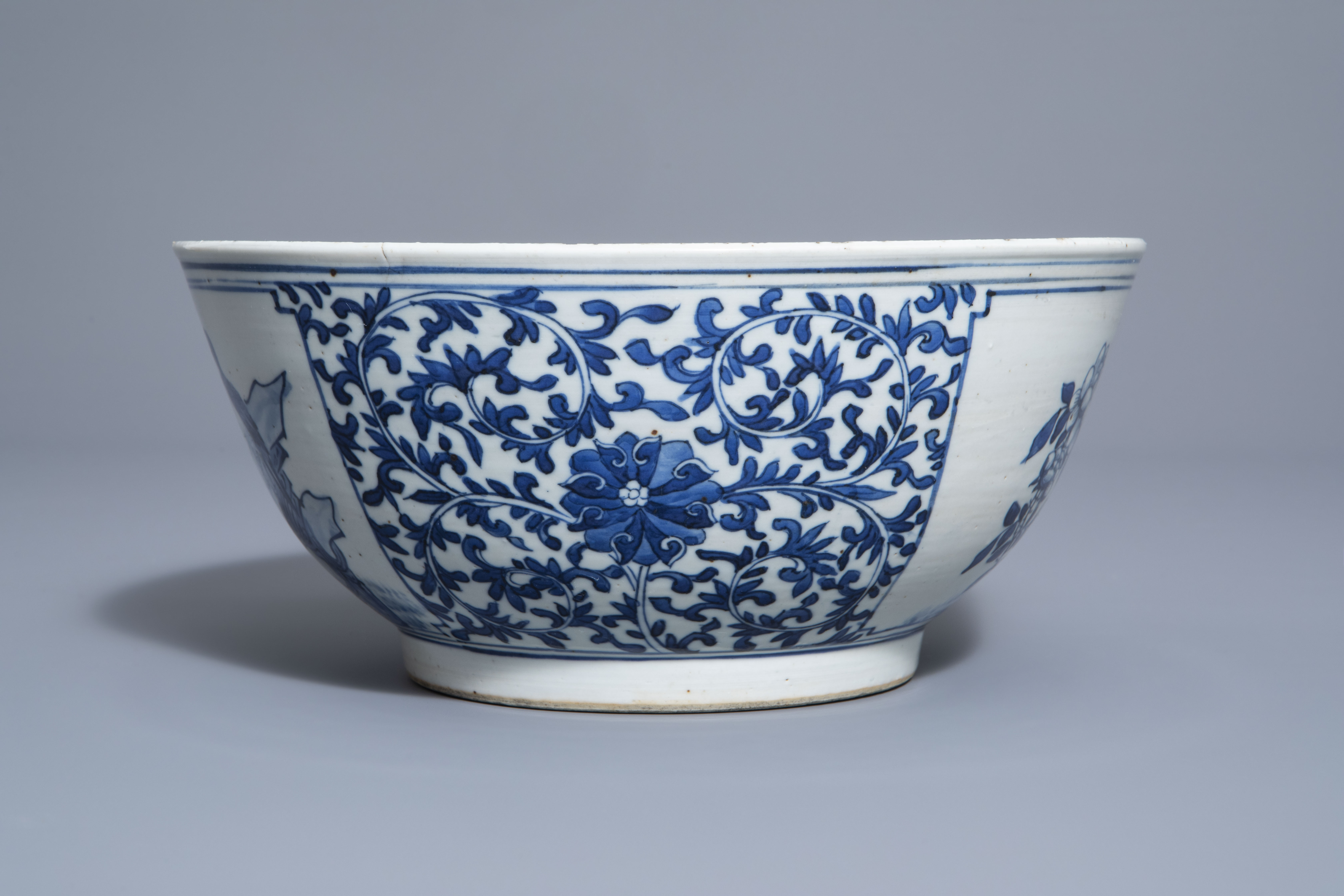 A Chinese blue and white bowl with birds and flowers, 19th C. - Image 5 of 7