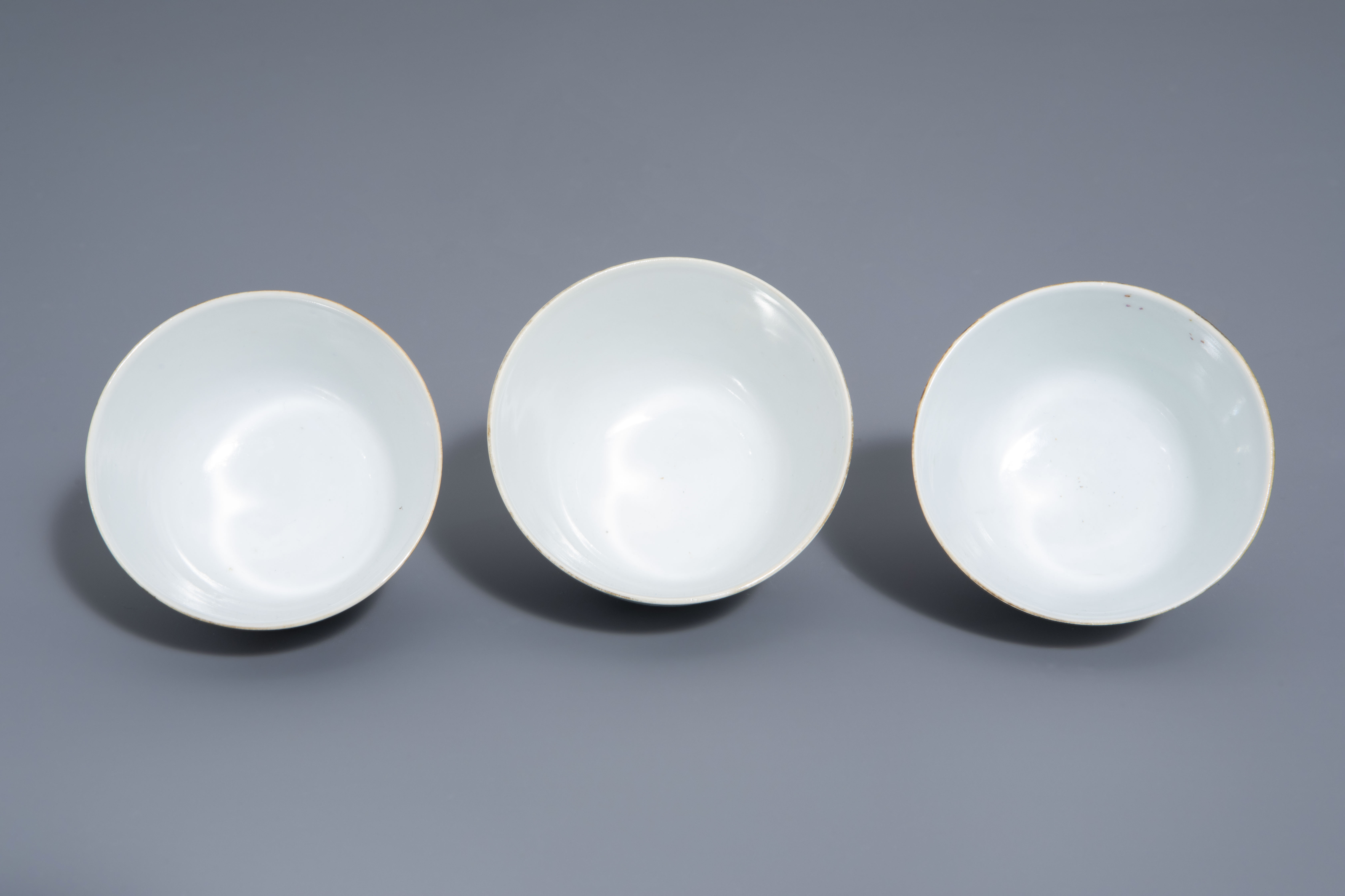 A Chinese seven-piece qianjiang cai tea service with figurative design, 19th/20th C. - Image 18 of 19