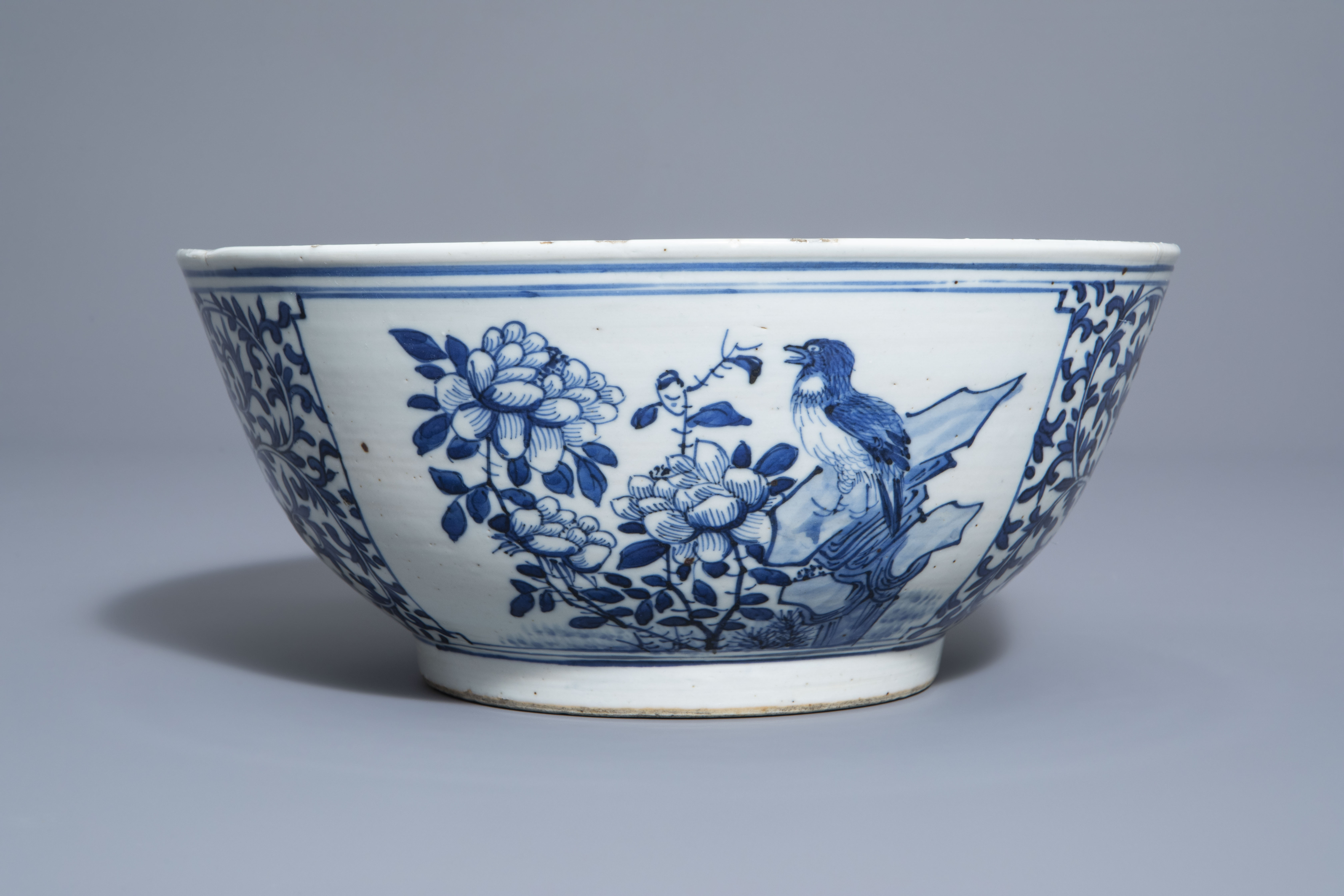 A Chinese blue and white bowl with birds and flowers, 19th C. - Image 2 of 7