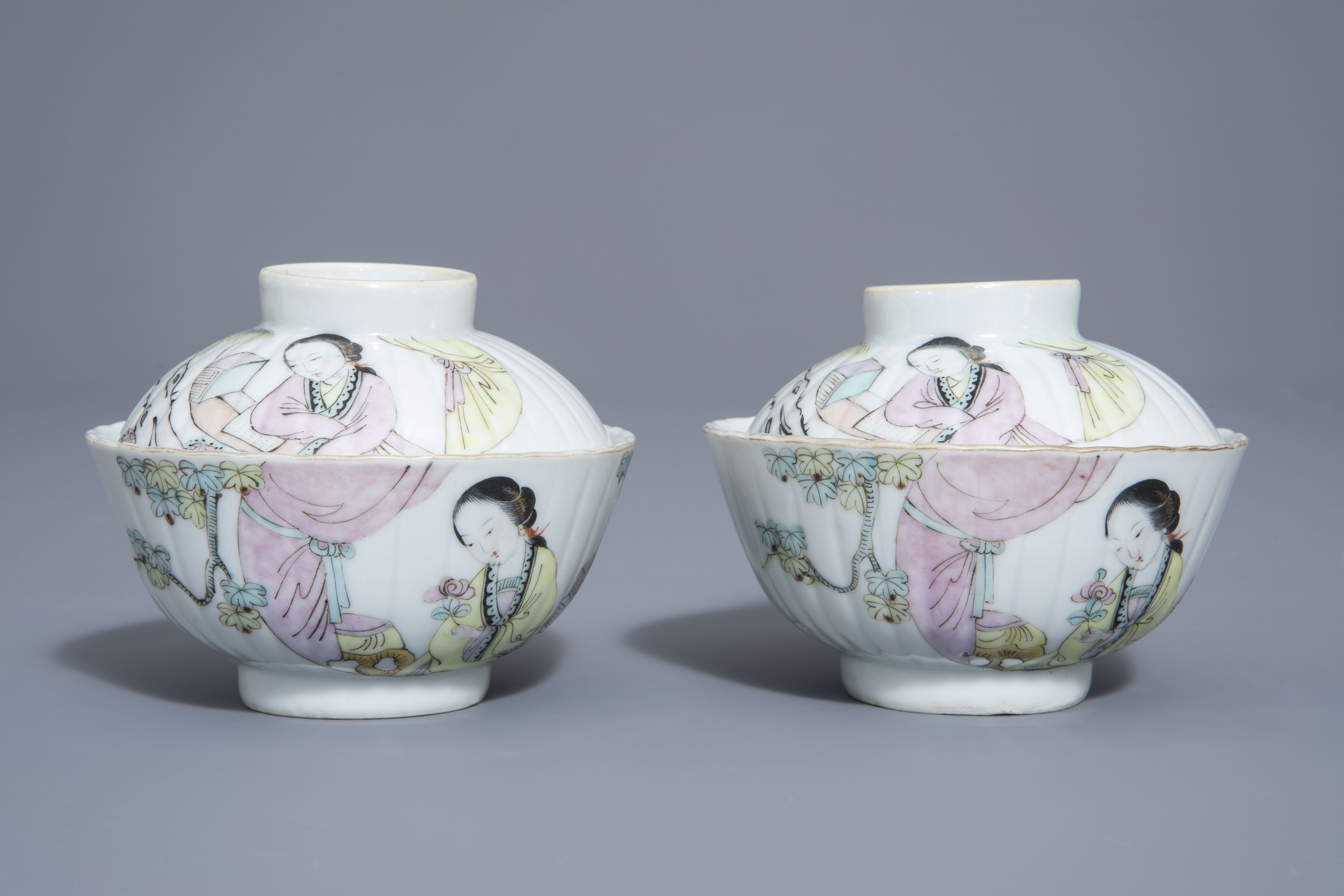 A Chinese seven-piece qianjiang cai tea service with figurative design, 19th/20th C. - Image 8 of 19