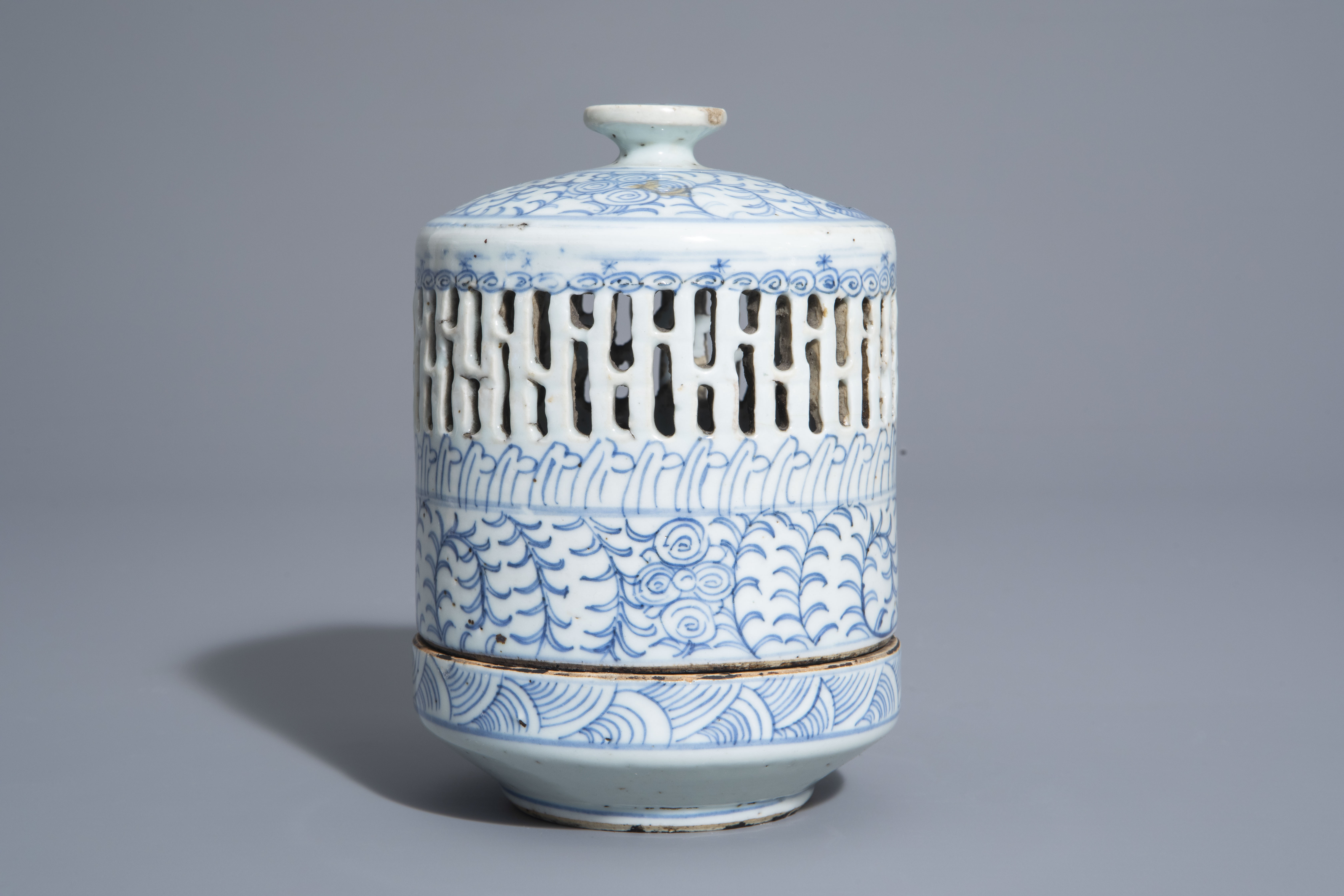 A Chinese blue and white charger and a Peranakan or Straits market night light, Kangxi and 19th C. - Image 7 of 9
