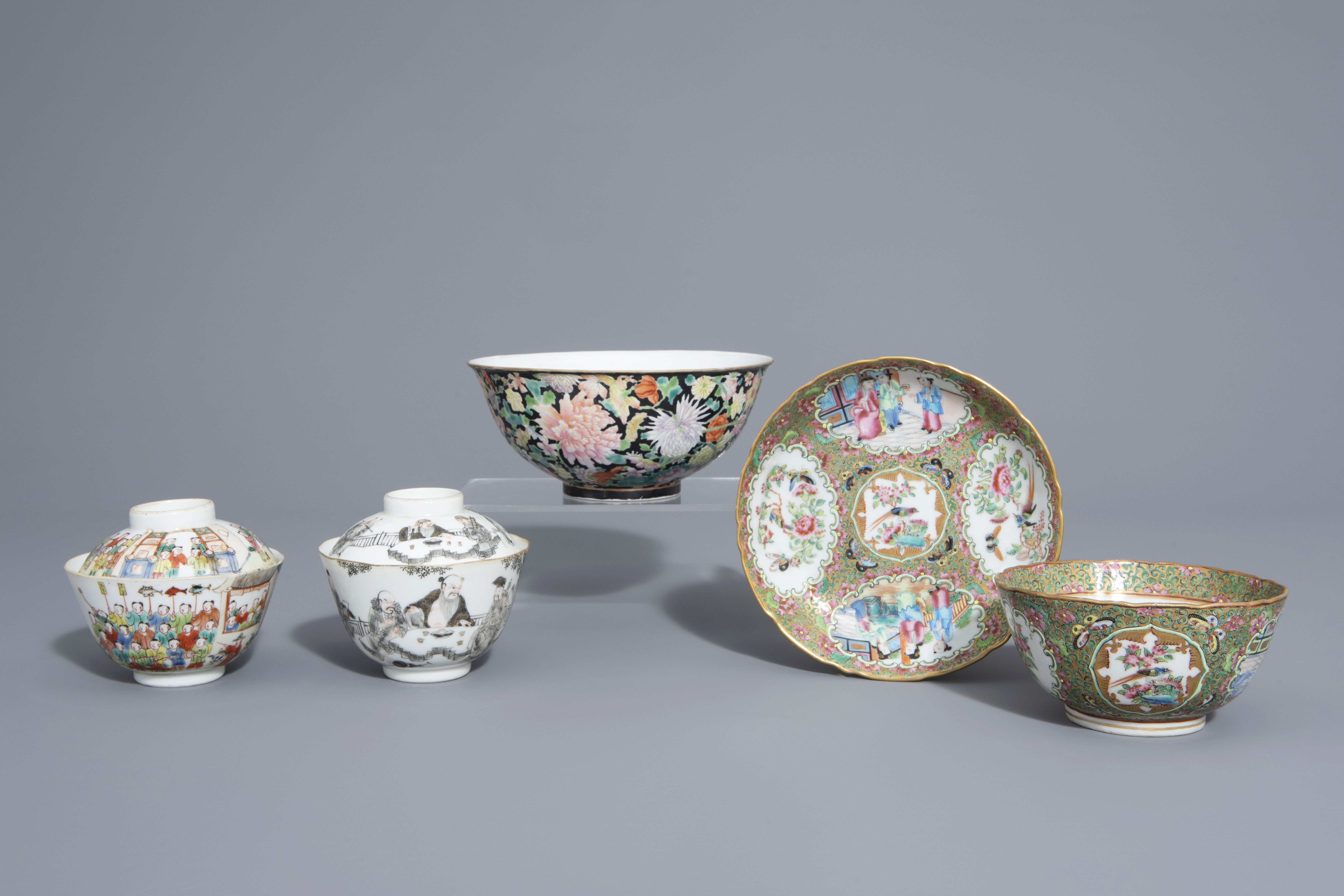Three Chinese famille rose and grisaille bowls and a Canton bowl on stand, 19th/20th C.