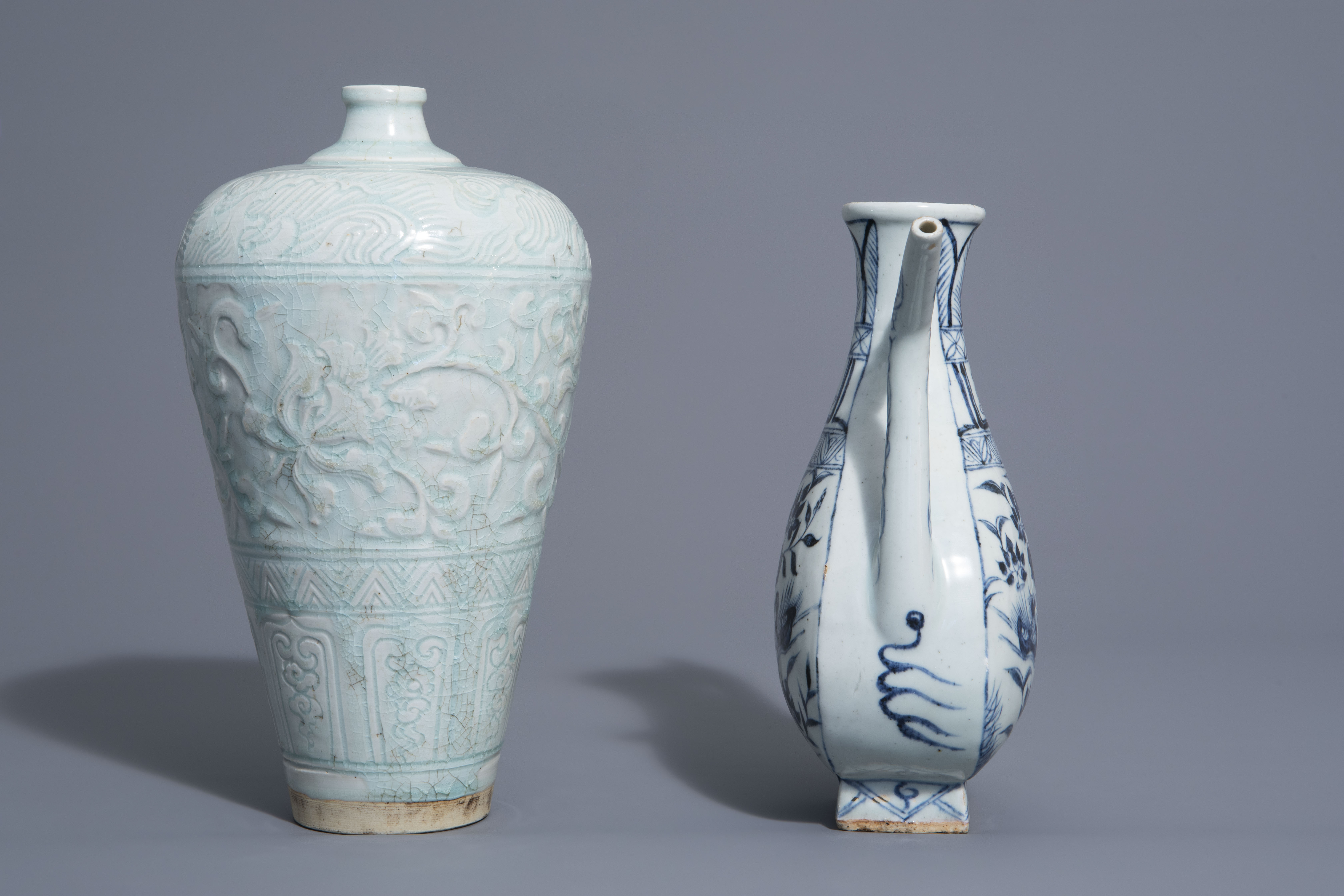 A Chinese blue and white jug and a qingbai vase in Yuan style, 19th/20th C. - Image 4 of 6