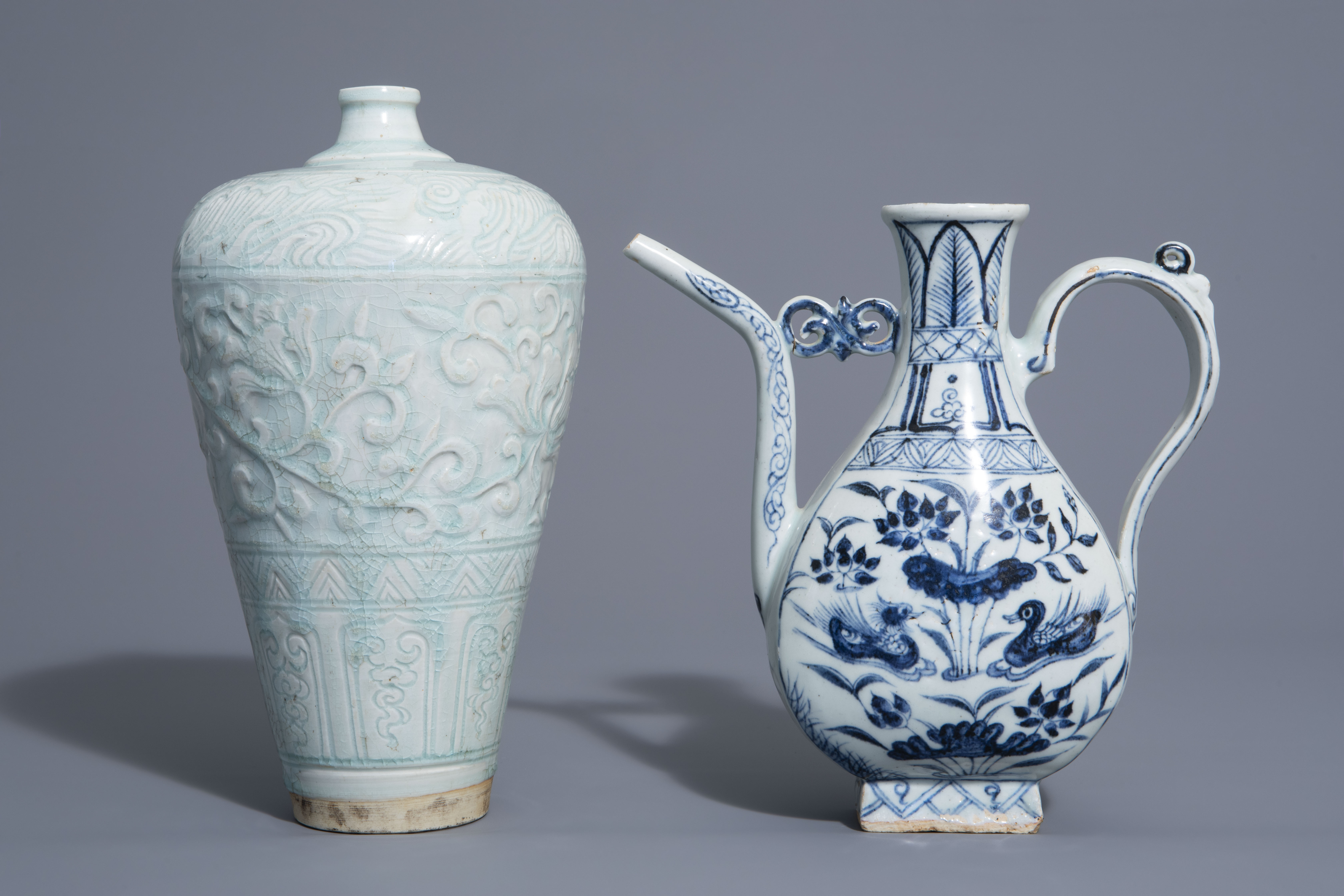 A Chinese blue and white jug and a qingbai vase in Yuan style, 19th/20th C. - Image 3 of 6