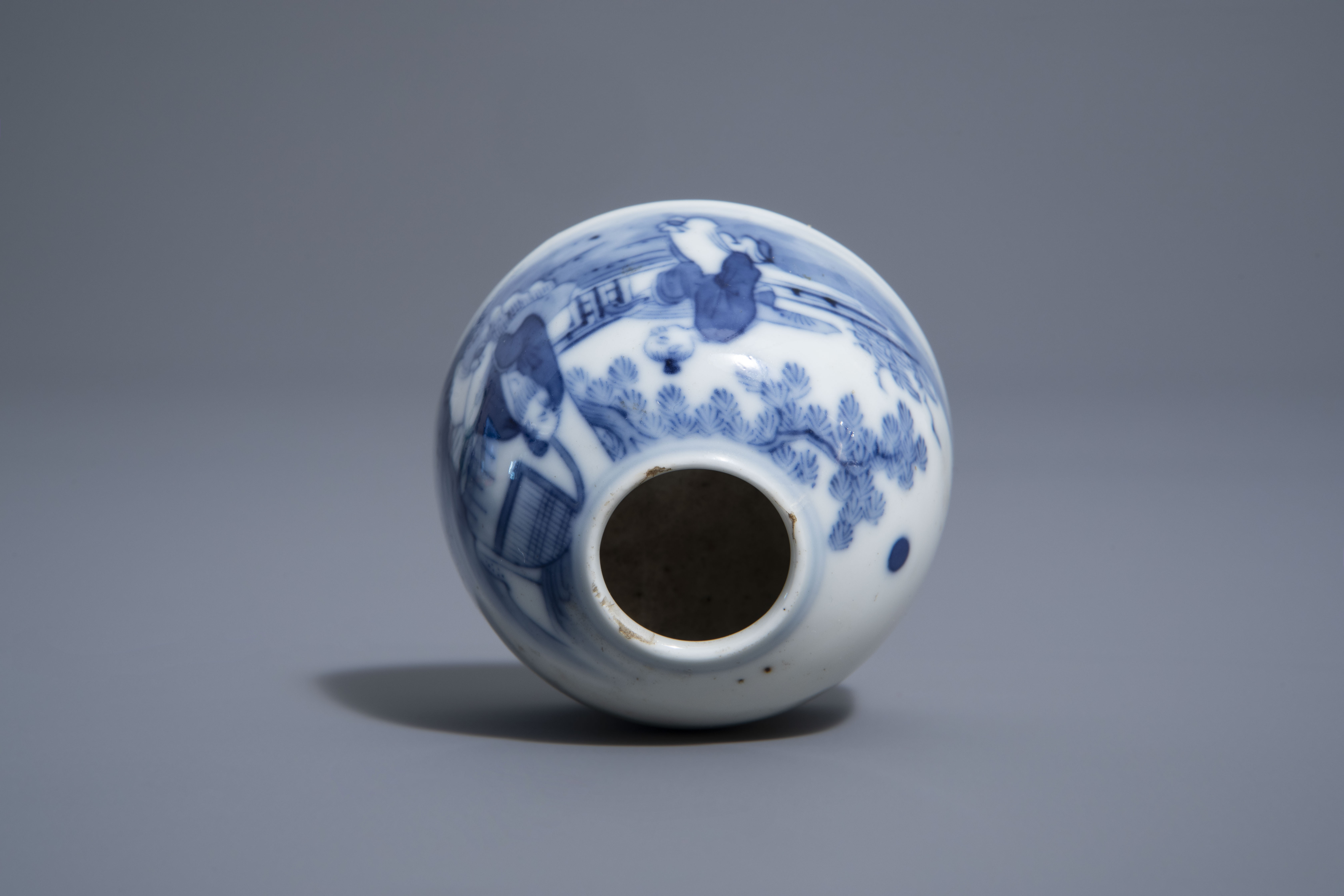 A Chinese blue & white crackle glazed vase, a monochrome green vase and a brushwasher, 19th/20th C. - Image 12 of 13