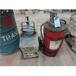 (LOT) BATTERY CHARGER W/ MANUAL DRUM STYLE OIL PUMP