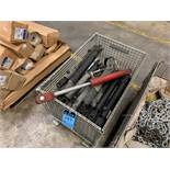(LOT) MISCELLANEOUS HYDRAULIC CYCLINDERS WITH WIRE BASKET