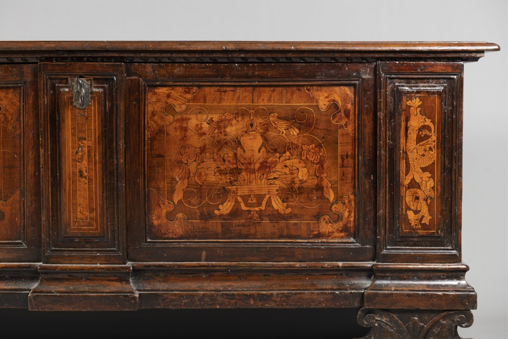 A CHEST Late 17th/early 18th century Northern Europe Walnut, inlay 70 x 173 x 55,5 cm A wooden chest - Image 2 of 2