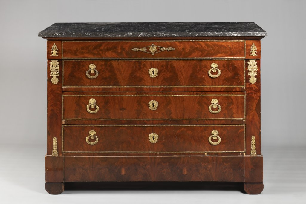 A FRENCH EMPIRE CHEST Ca. 1810 France Wood (walnut, flame mahogany), bronze, marble 93 x 130 x 56 cm