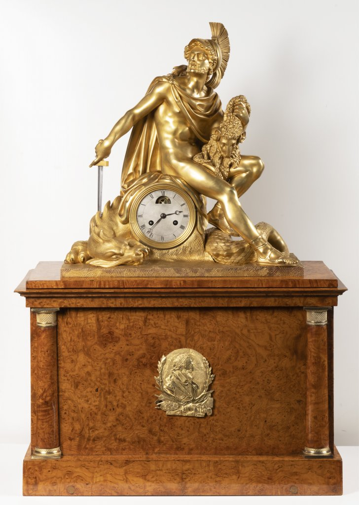 AN EMPIRE TABLE CLOCK Ca. 1810 France Paøíž Gilt bronze, birdseye ash 92,5 x 62,5 x 27 cm This