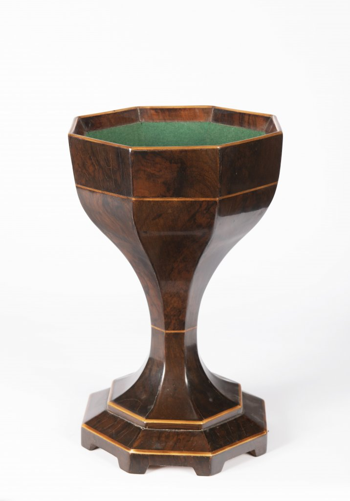 "A BIEDERMEIER ""SPUCKNAPF"" SPITTOON Ca. 1830 Austria Vídeò Walnut and maple wood 34 cm This faceted"