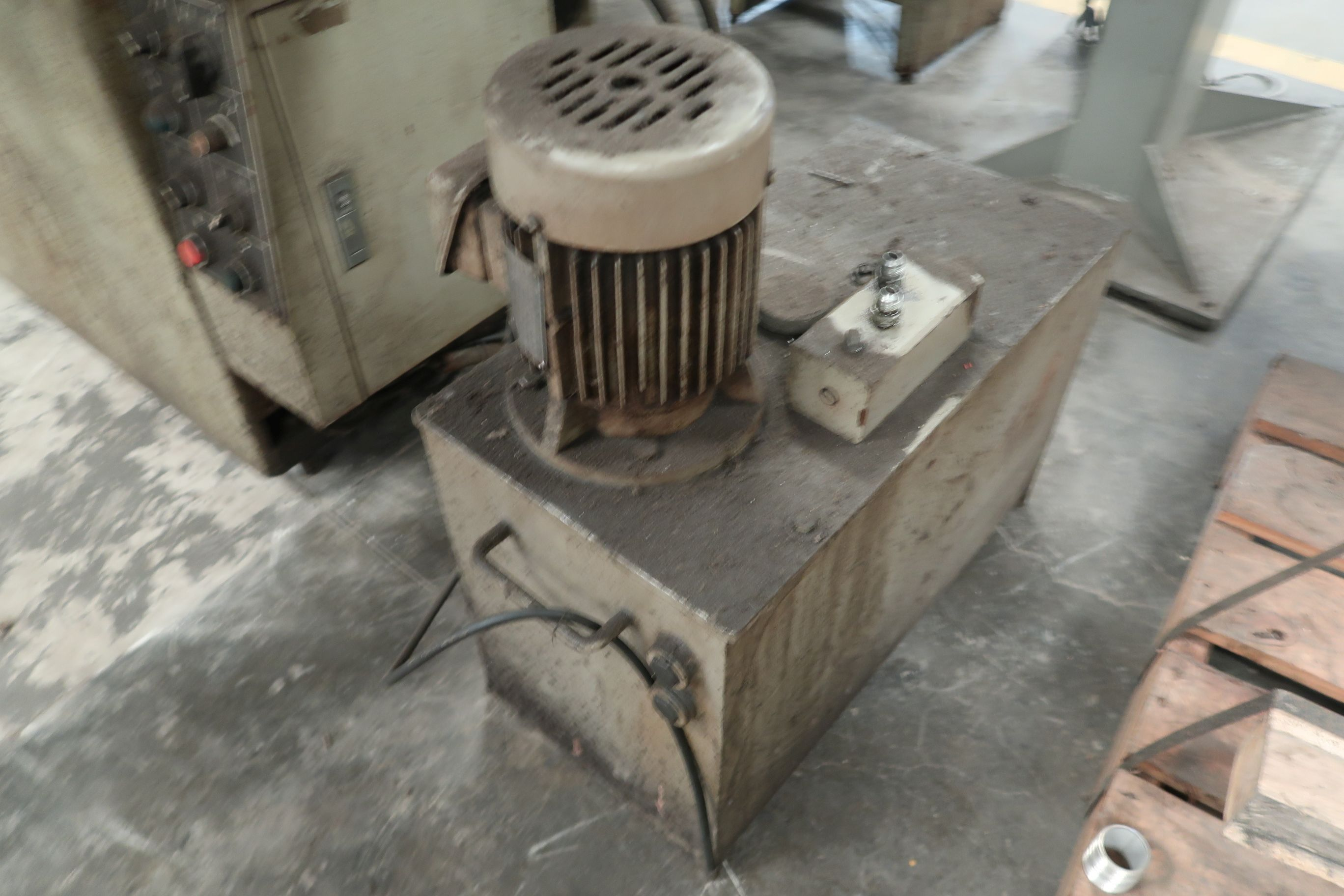"""8"""" X 16"""" KENT MODEL KGS-250AH HYDRAULIC SURFACE GRINDER; S/N 781202-17 WITH DUST COLLECTOR - Image 6 of 7"""