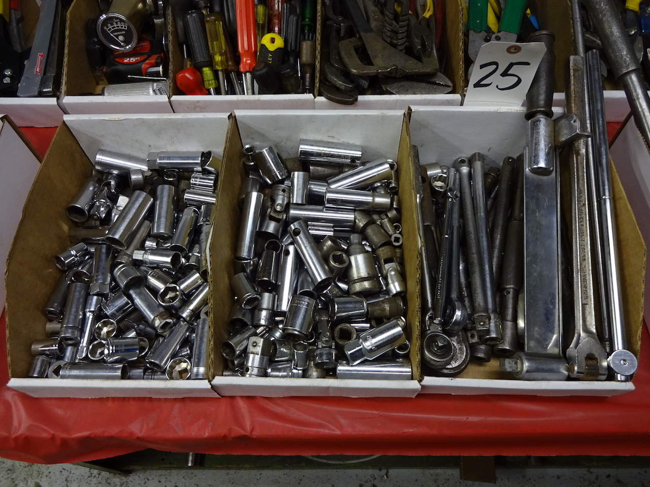 Lot 25 - LOT: ASSORTED SOCKETS & RATCHETS