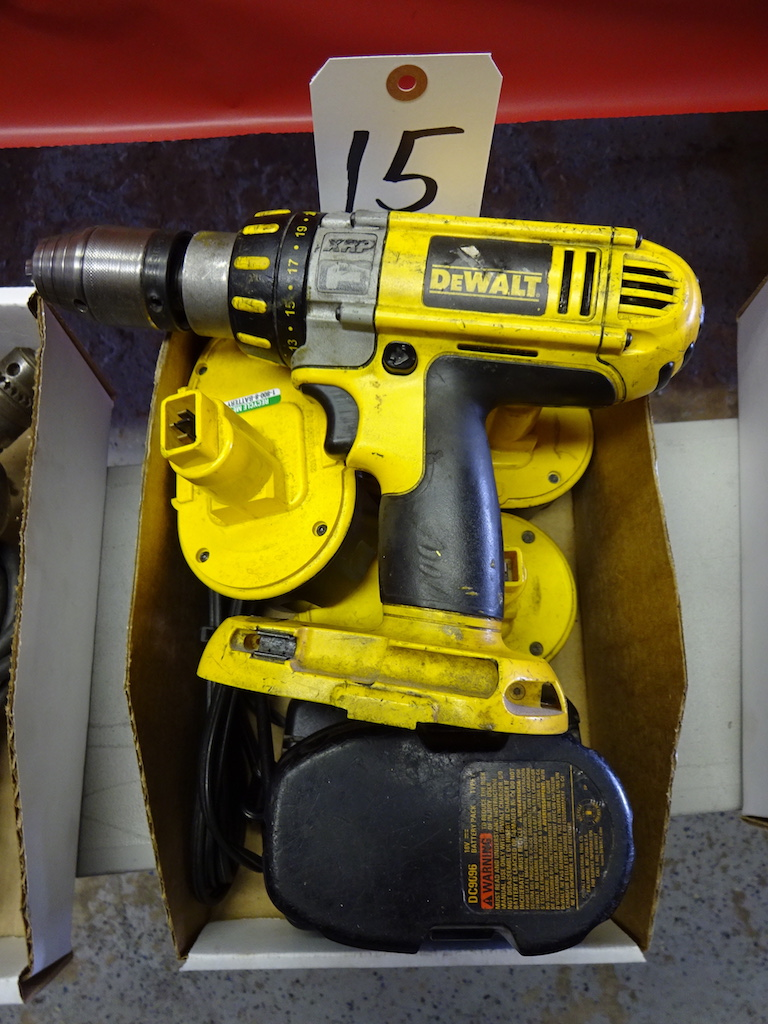 "Lot 15 - DEWALT DC 925 XRP 1/2"" CORDLESS DRILL/DRIVER/HAMMER DRILL W/ CHARGER & (4) BATTERIES"