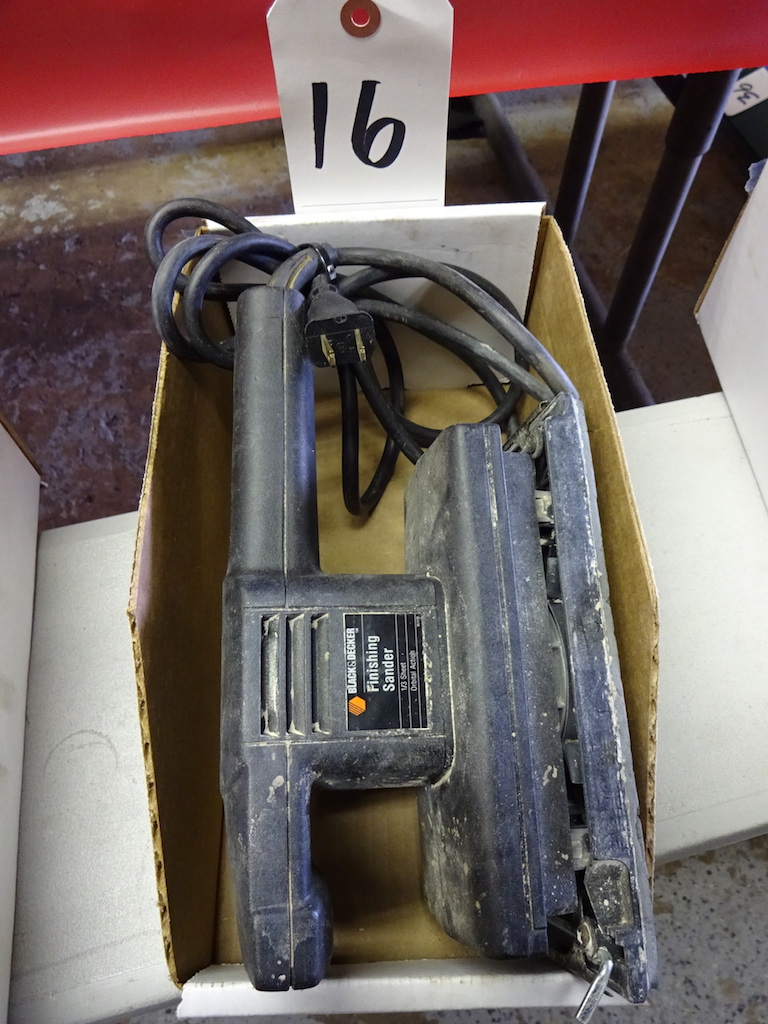 Lot 16 - BLACKER & DECKER FINISHING SANDER