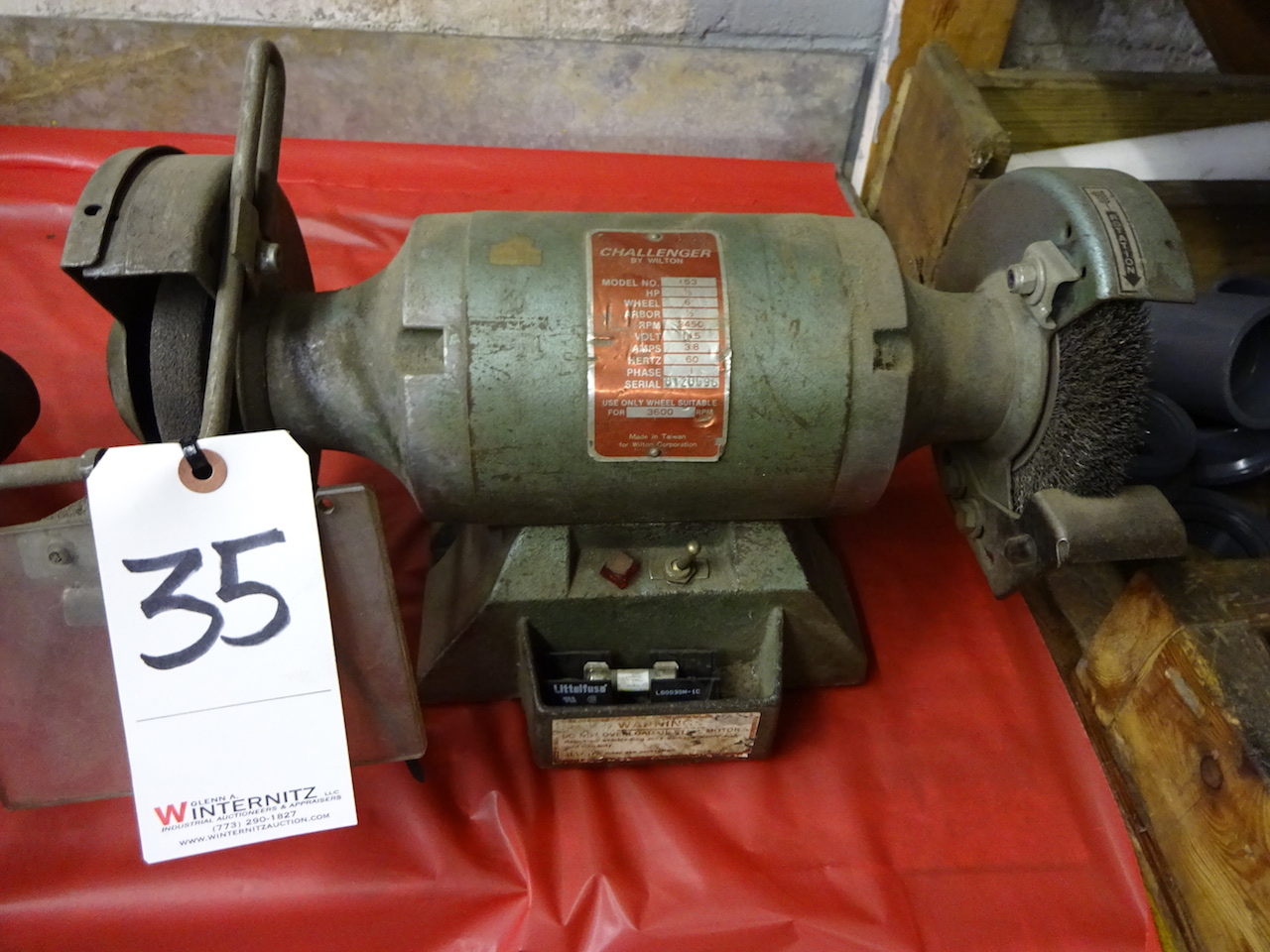 Lot 35 - CHALLENGER 1/3HP DOUBLE END BENCH GRINDER