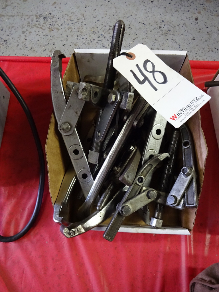Lot 48 - LOT: ASSORTED GEAR PULLERS