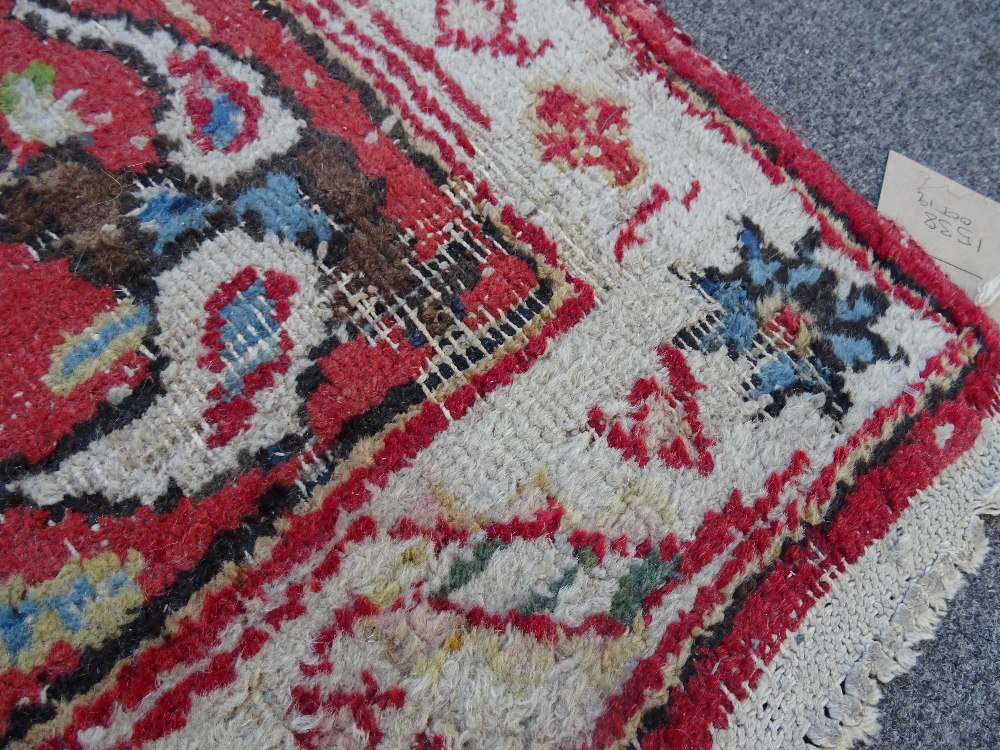 A Mahal rug, the chequered feel with a medallion to the centre, - Image 8 of 8