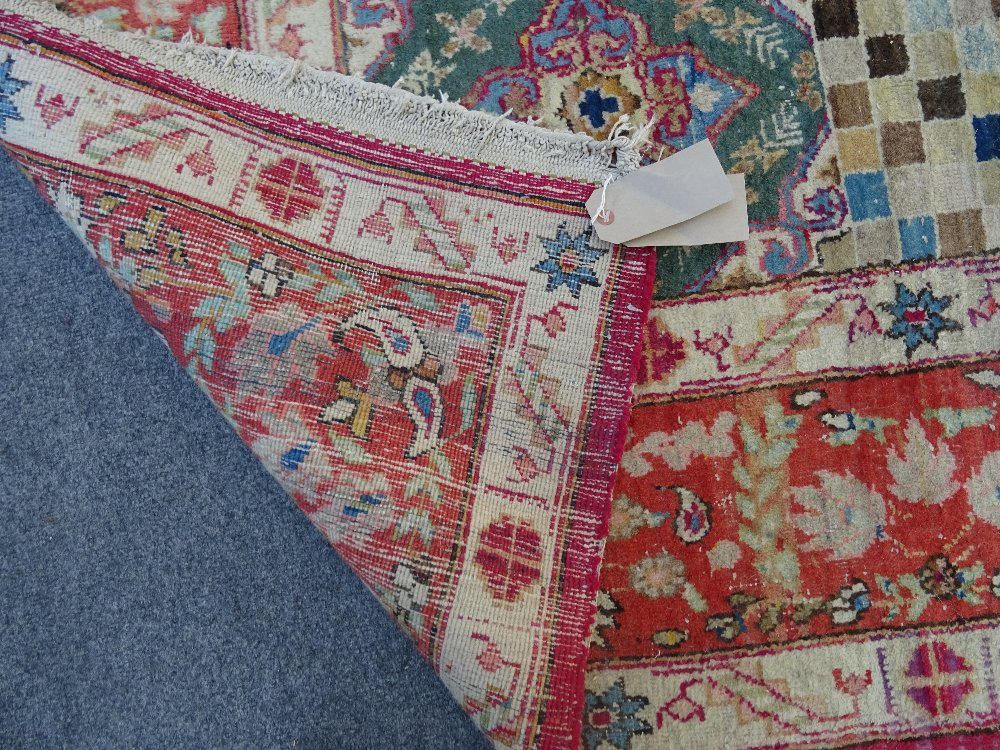 A Mahal rug, the chequered feel with a medallion to the centre, - Image 5 of 8
