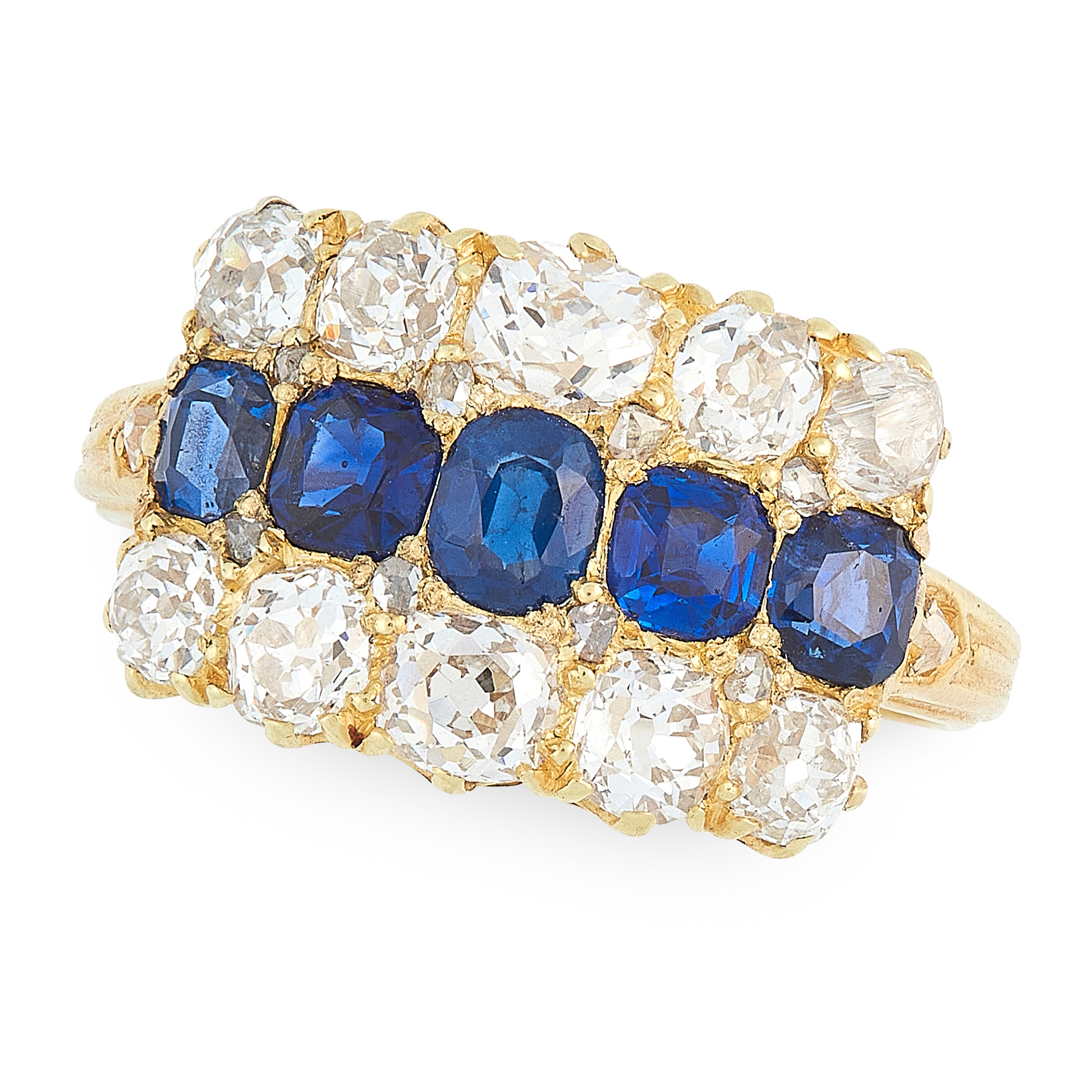AN ANTIQUE SAPPHIRE AND DIAMOND RING in 18ct yellow gold, set with a row of five graduated cushion