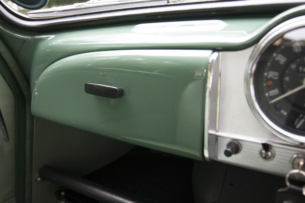 Lot 69 - 1970 Morris Traveller - first class concours winning restoration