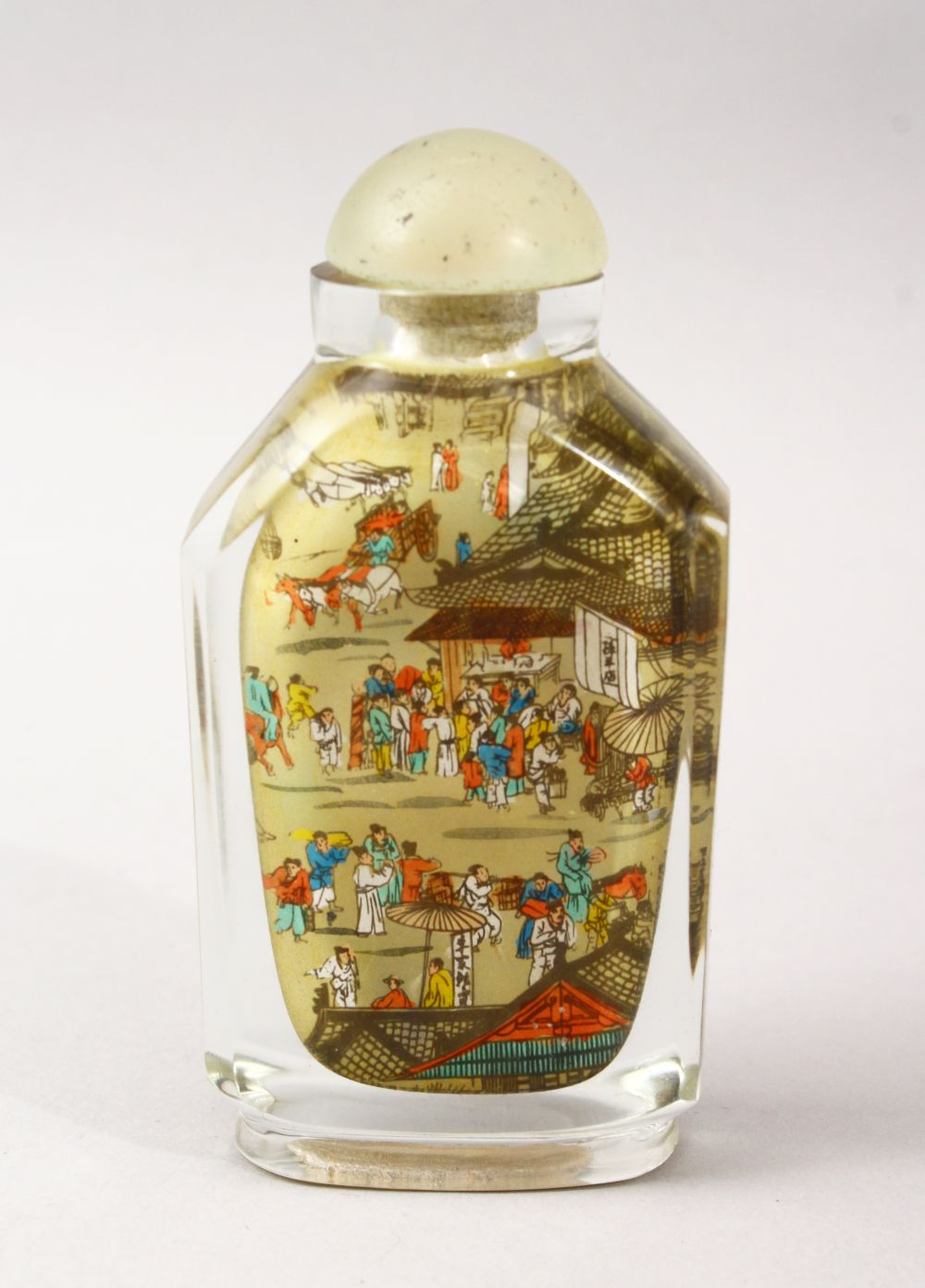 A GOOD 19TH / 20TH CENTURY CHINESE REVERSE PAINTED GLASS SNUFF BOTTLE, the bottle painted to