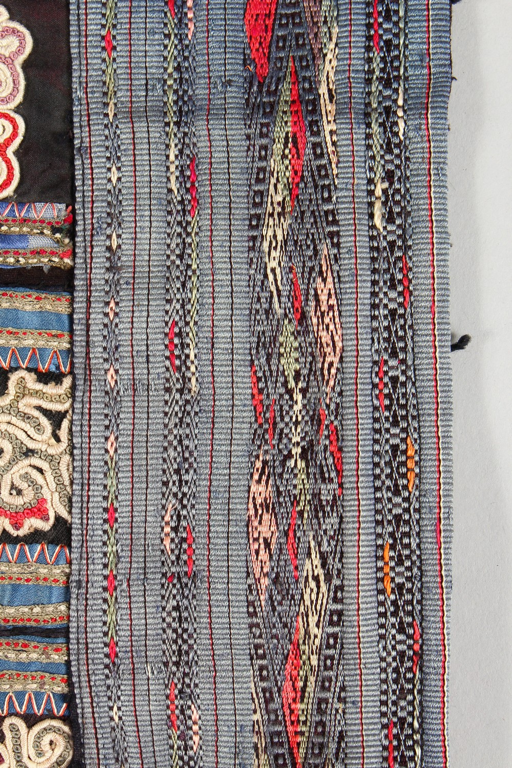 A GOOD 19TH / 20TH CENTURY CHINESE EMBROIDERED SILK BABY CARRY, the textile embroidered with various - Image 3 of 5
